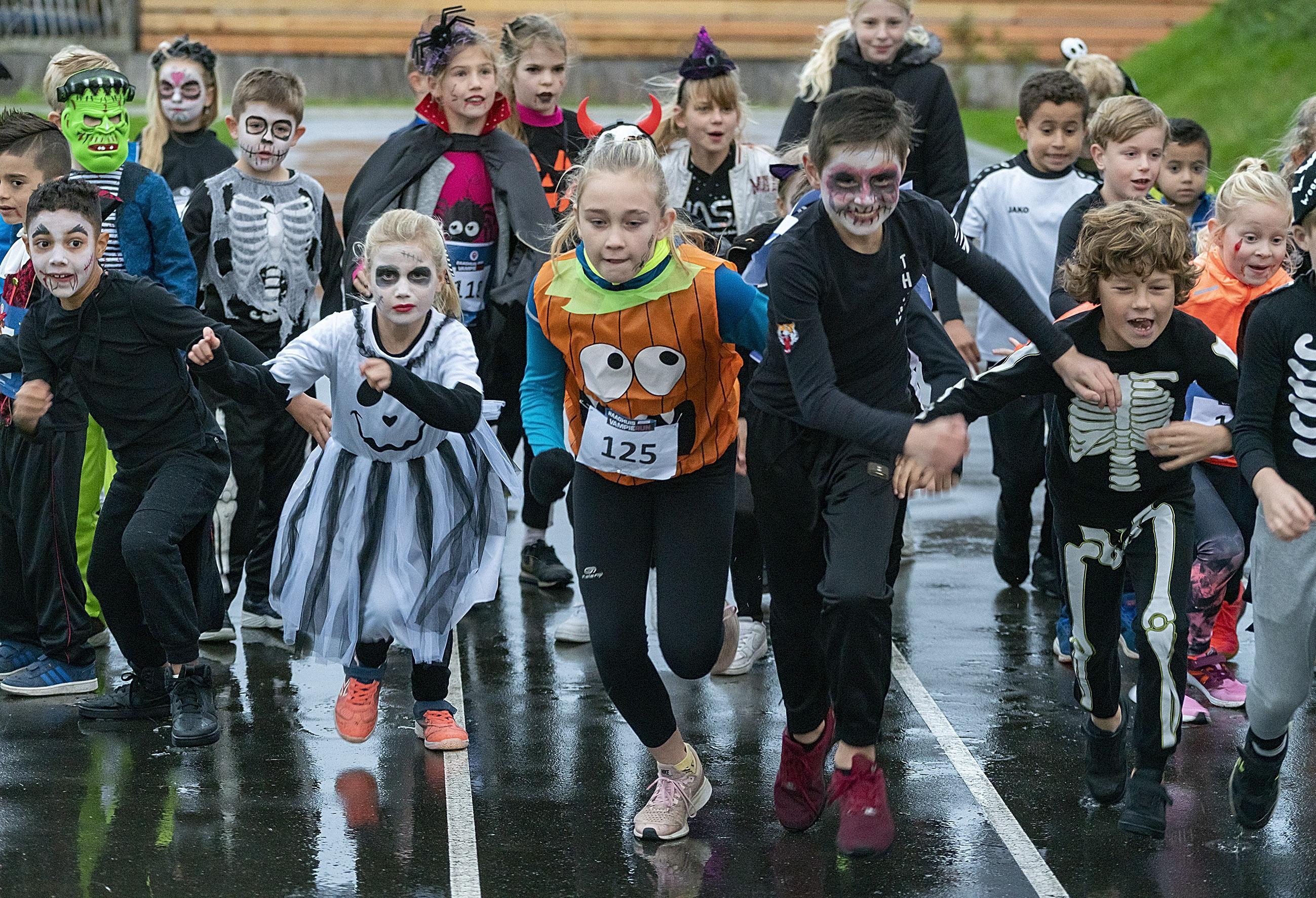 Hardlopende vampiertjes op sportcomplex. 'De mensen moeten blijven bewegen'