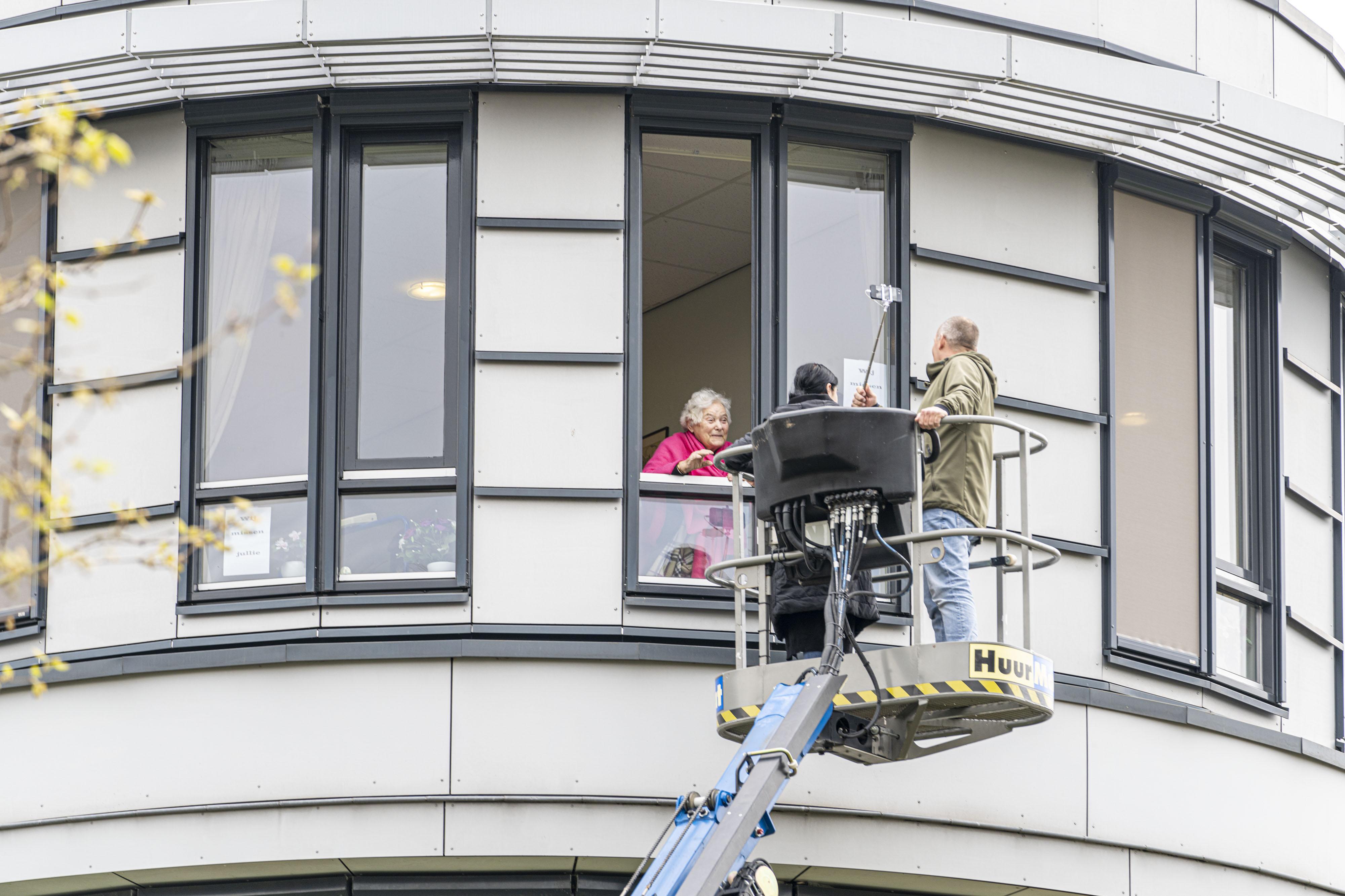 Vragenlijst van onderzoekers LUMC: Vijfde van verpleeghuispersoneel had burn-out na eerste coronagolf