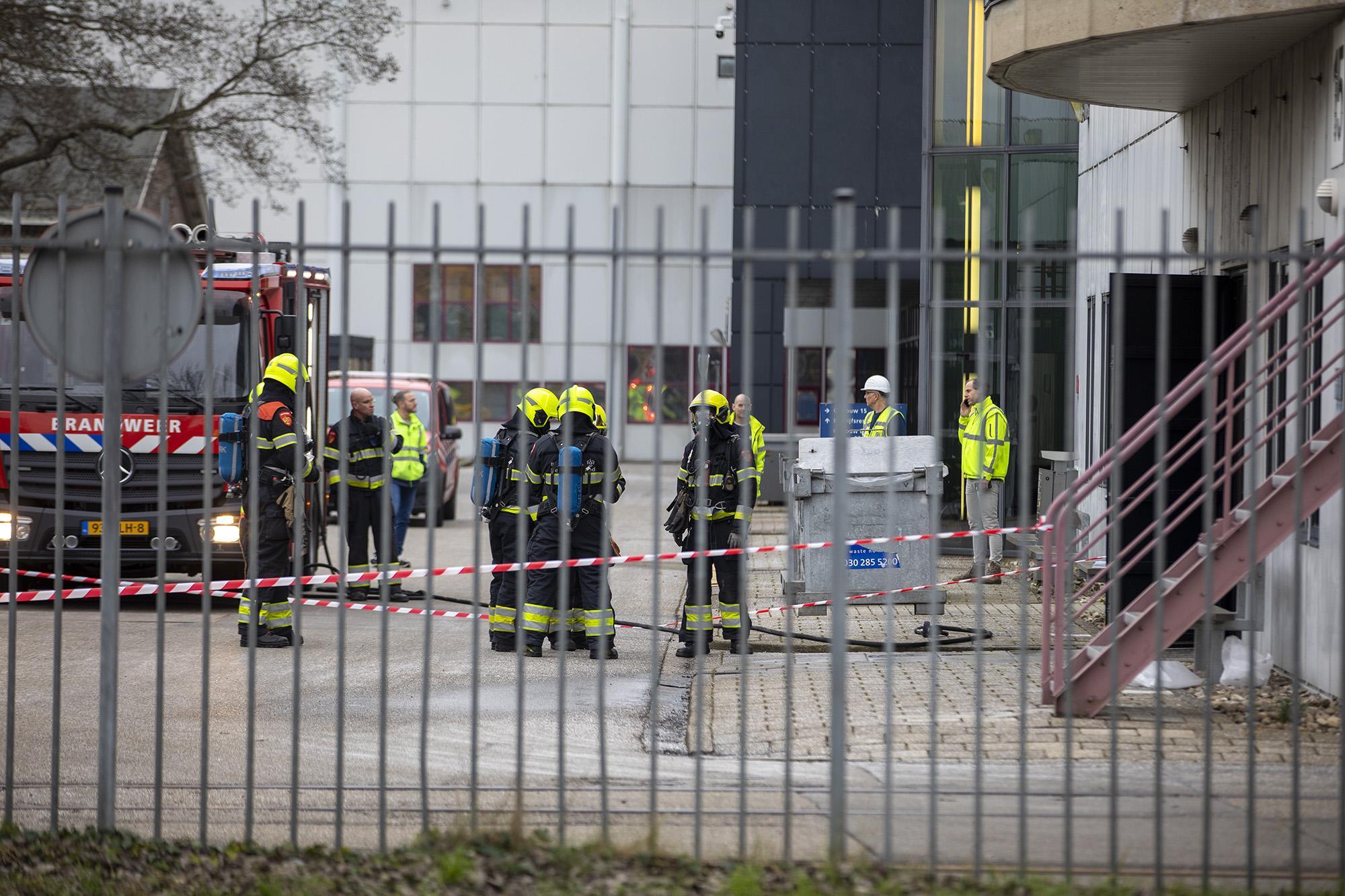 Incident met gevaarlijke stoffen bij Nedtrain in Haarlem, gebouw afgesloten met lint