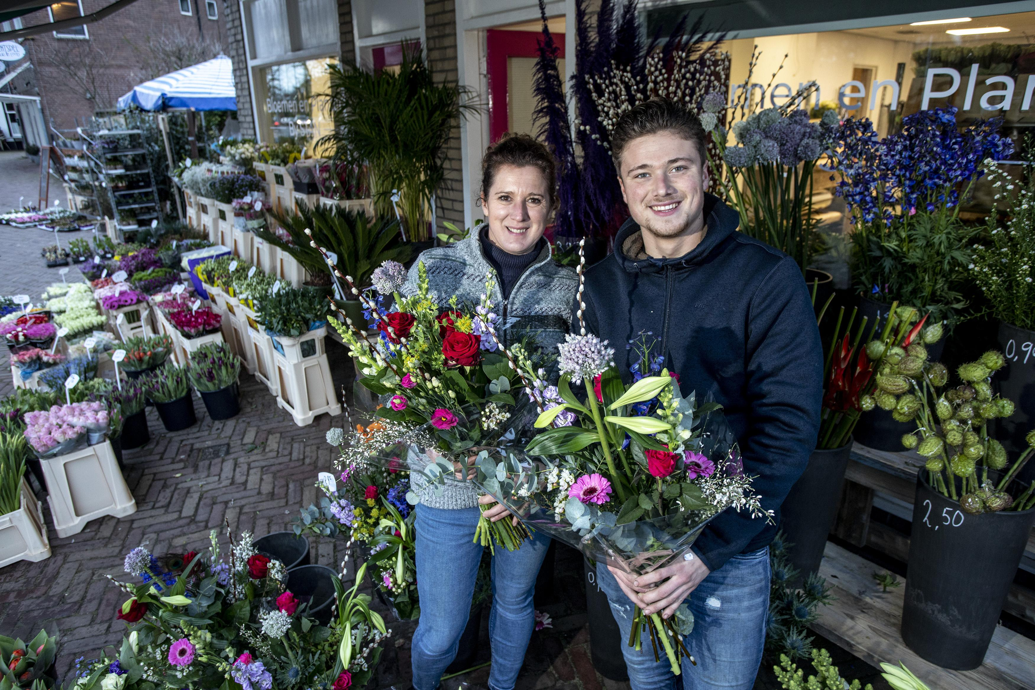 Droom komt uit voor 18-jarige ondernemer: nieuwe bloemenzaak in Santpoort-Noord