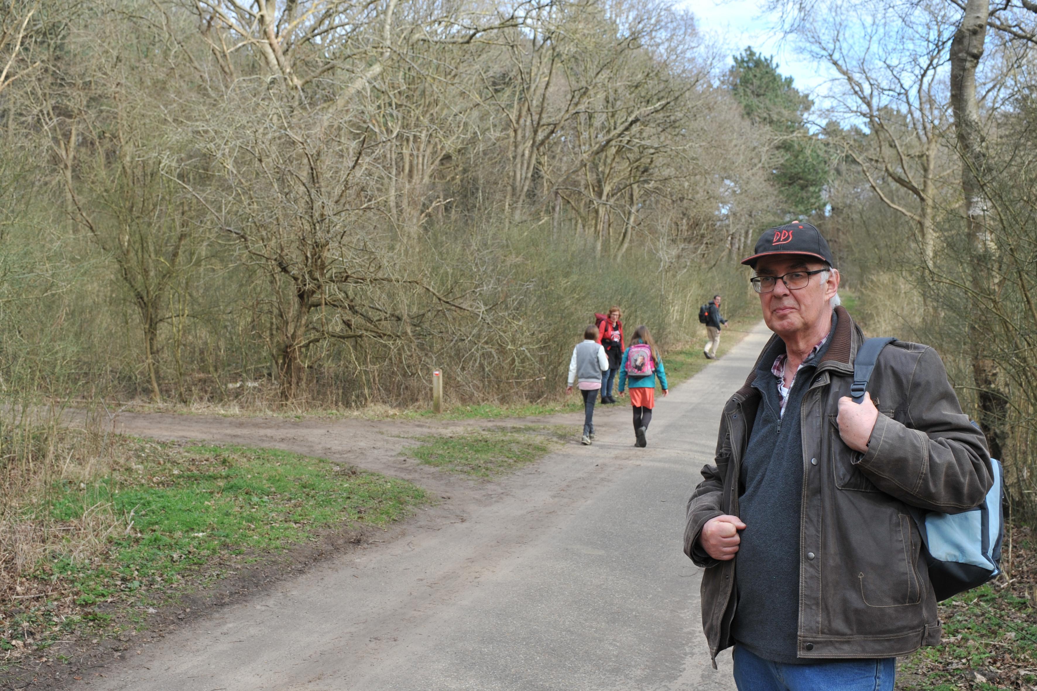Jan Butter koestert liefde voor de duinen van Heemskerk. Hij schreef er een boek over. Vol feitjes: van de jachtpartij van Prins Bernhard tot de ware hoogte van de Kruisberg