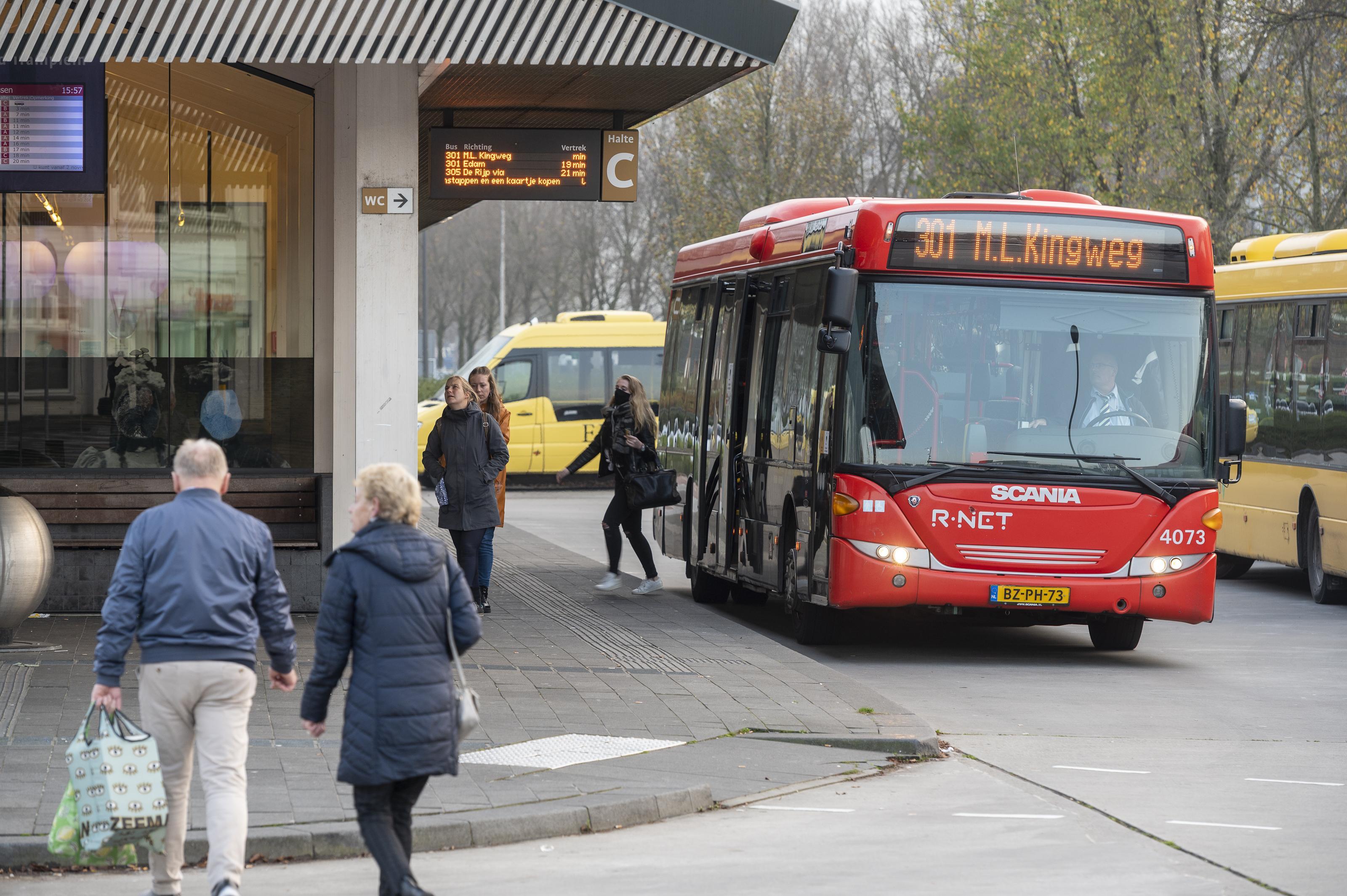 Mes in spitsbussen en speciale buslijnen in Zaanstreek-Waterland. Minder forenzen en toeristen