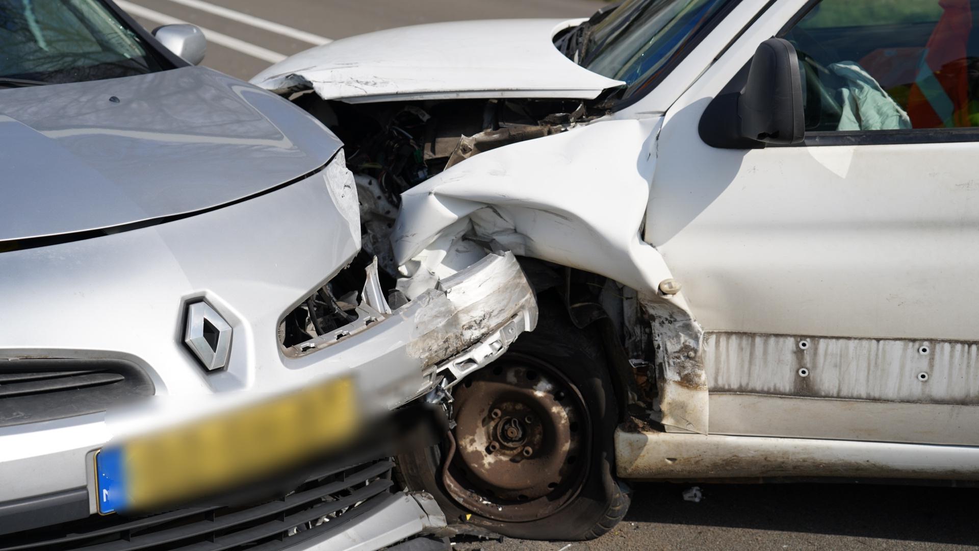 Twee gewonden bij auto-ongeluk in Alkmaar, N244 afgesloten
