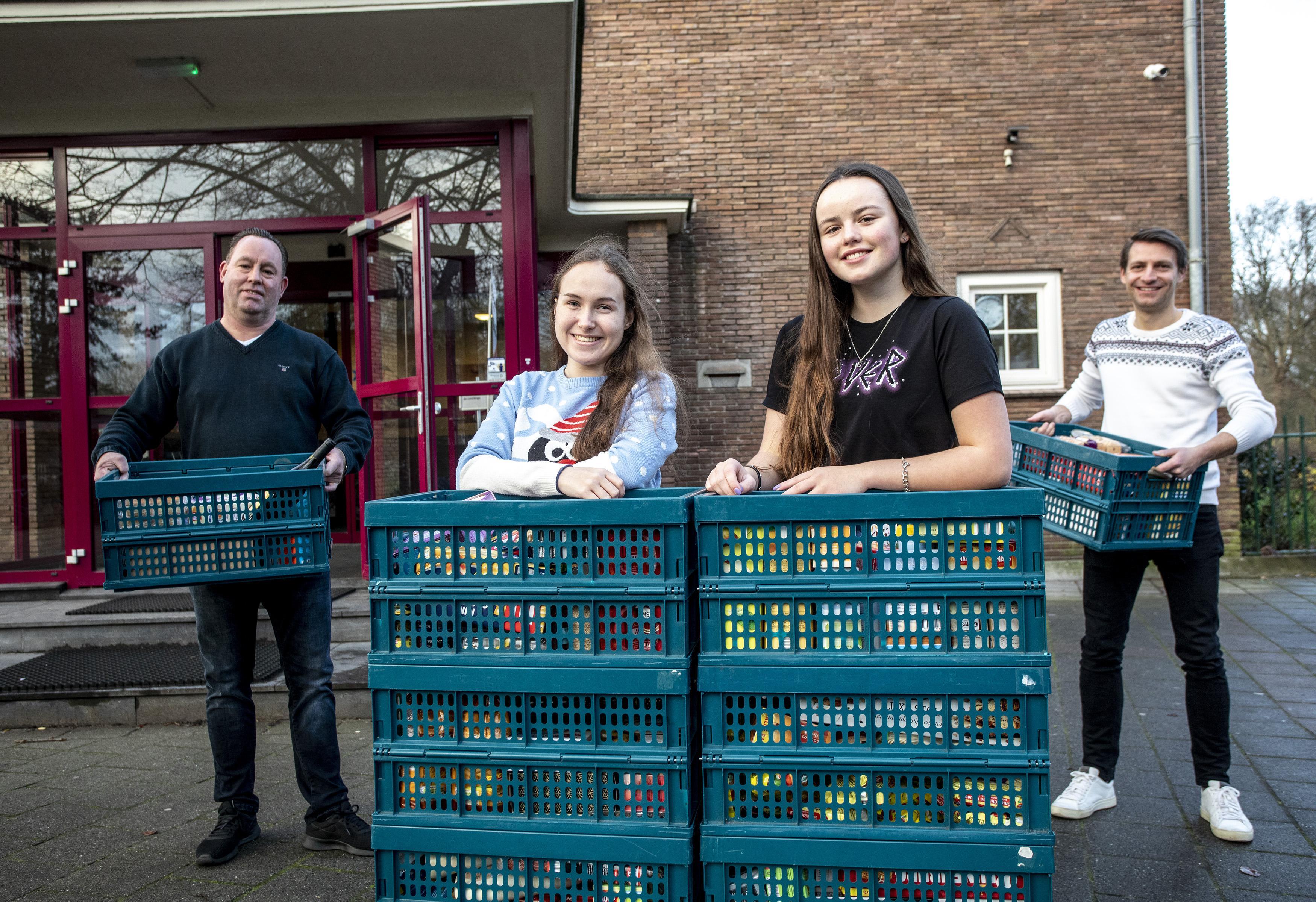 Gymnasium Felisenum zamelt etenswaren in voor Voedselbank IJmond-Noord: 'In tegenstelling tot wat veel mensen denken is het geen ver-van-mijn-bedshow'