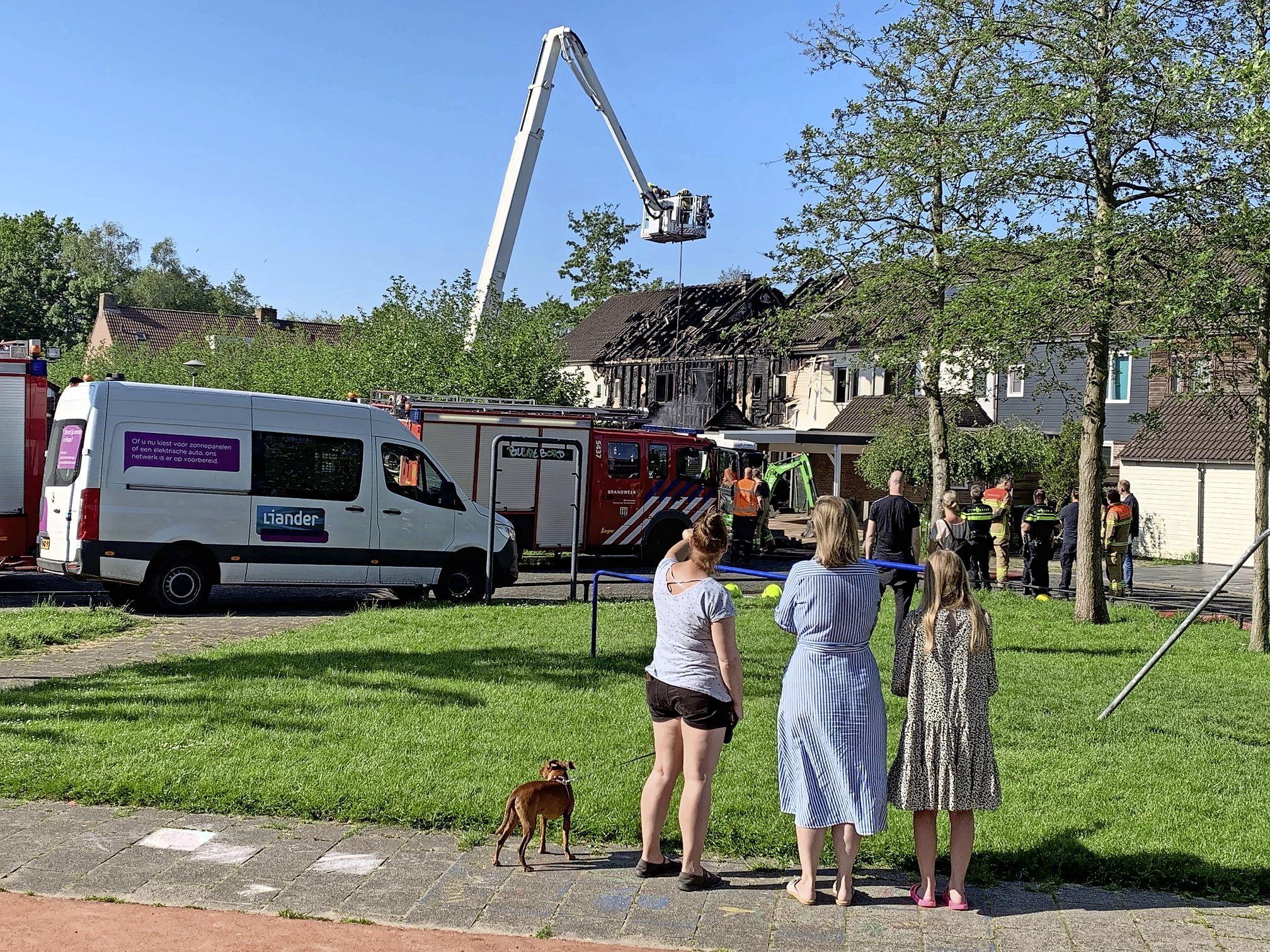 Buren ontsteld na hevige brand in Zwaag: 'Dit is zo triest voor de bewoners'