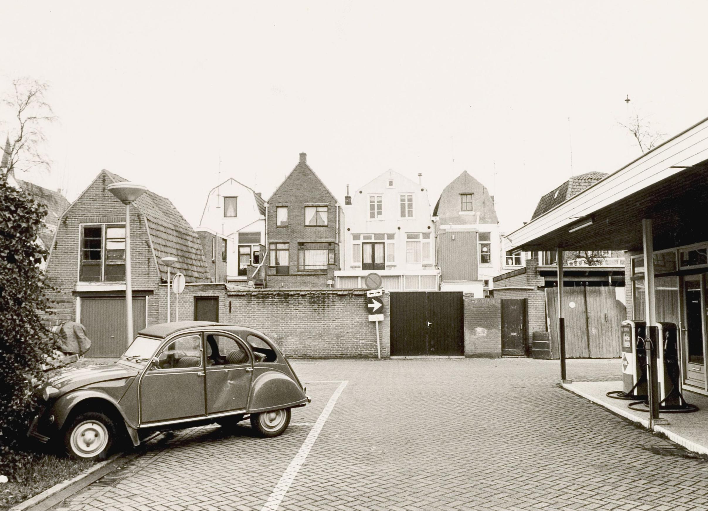 De Citroën 2CV, alias het Lelijk Eendje, wat een gezellig leuk autootje is dat toch! Ontworpen voor twee boeren op klompen en een mandje eieren achterin