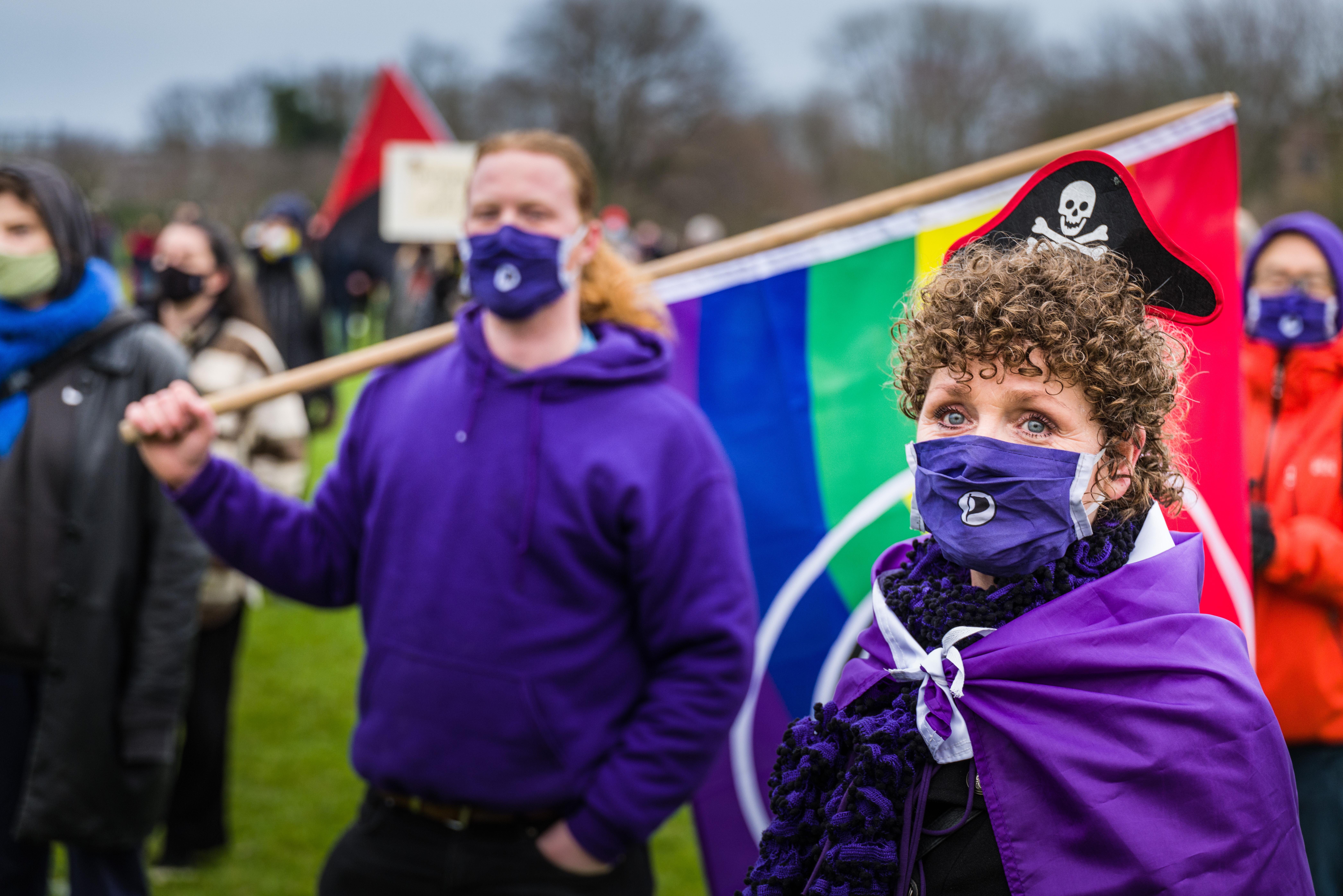 Op 500 witte stippen demonstreren tegen fascisme in Amerika, maar ook hier