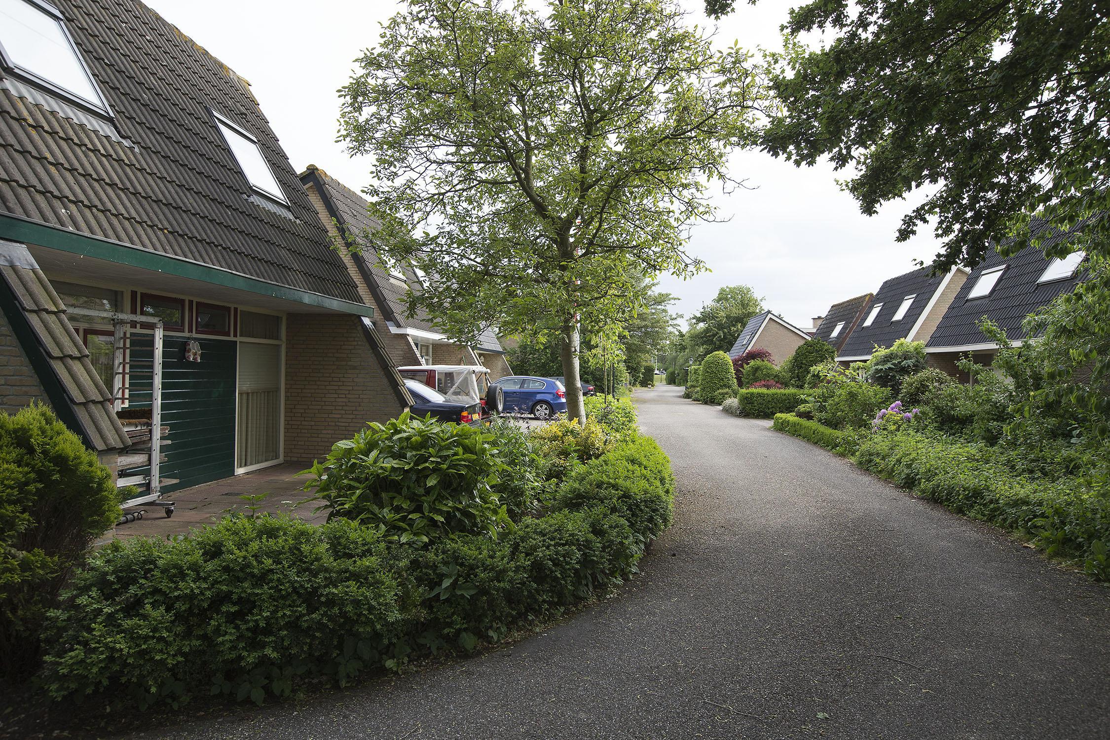 Woedende Watertuinbewoners uit Warmond bij Raad van State: 'Gemeente vervolgt zestien gezinnen voor illegaal wonen'
