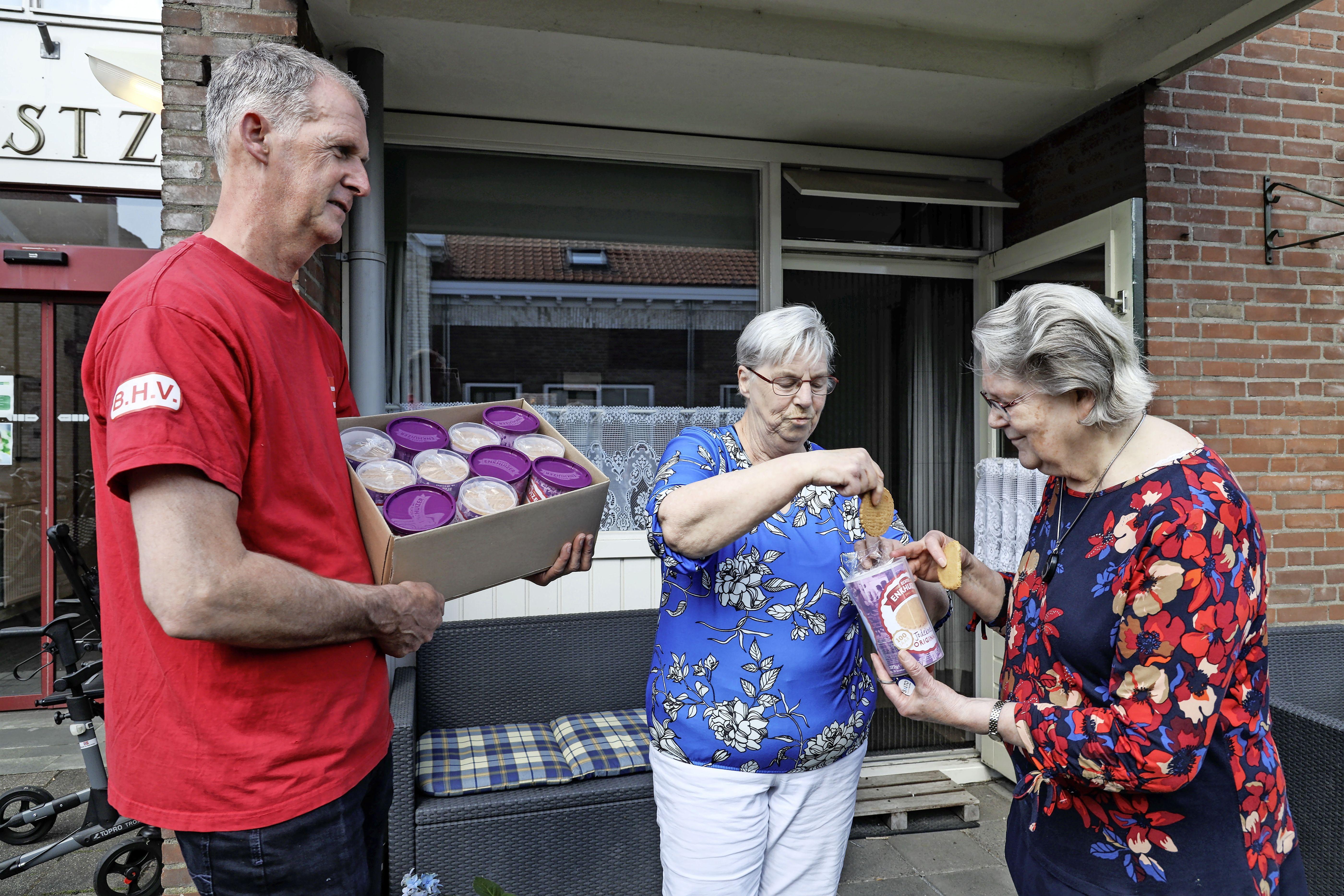 Jubilerende Jodekoek in speciale feestverpakking voor Enkhuizer ouderen