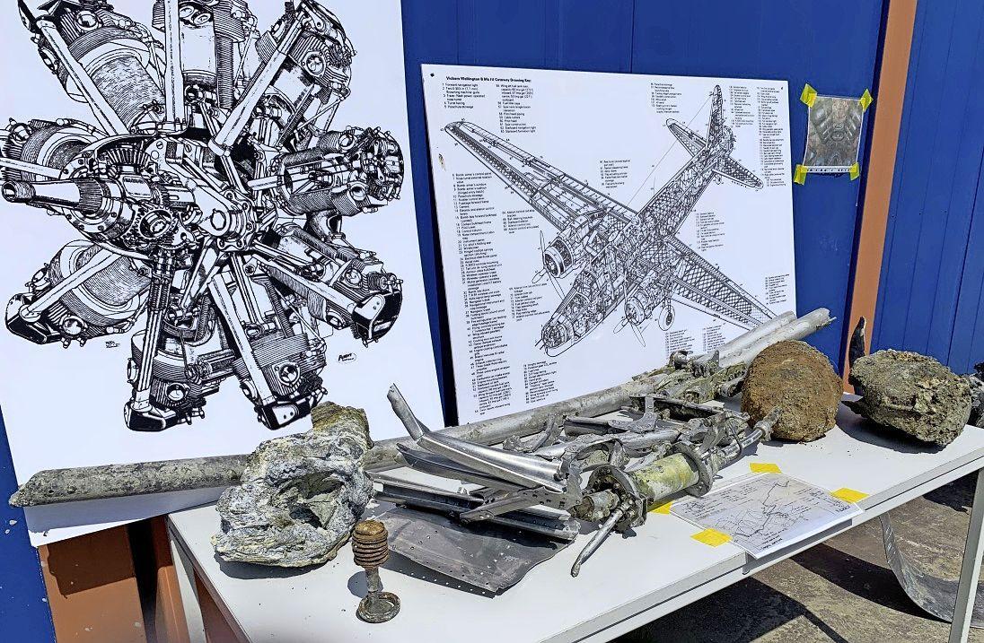 Berging vliegtuigwrak eind deze week gereed. Relatief veel onderdelen in de aarde aangetroffen. Oud-ijzerboeren zijn er vanaf gebleven