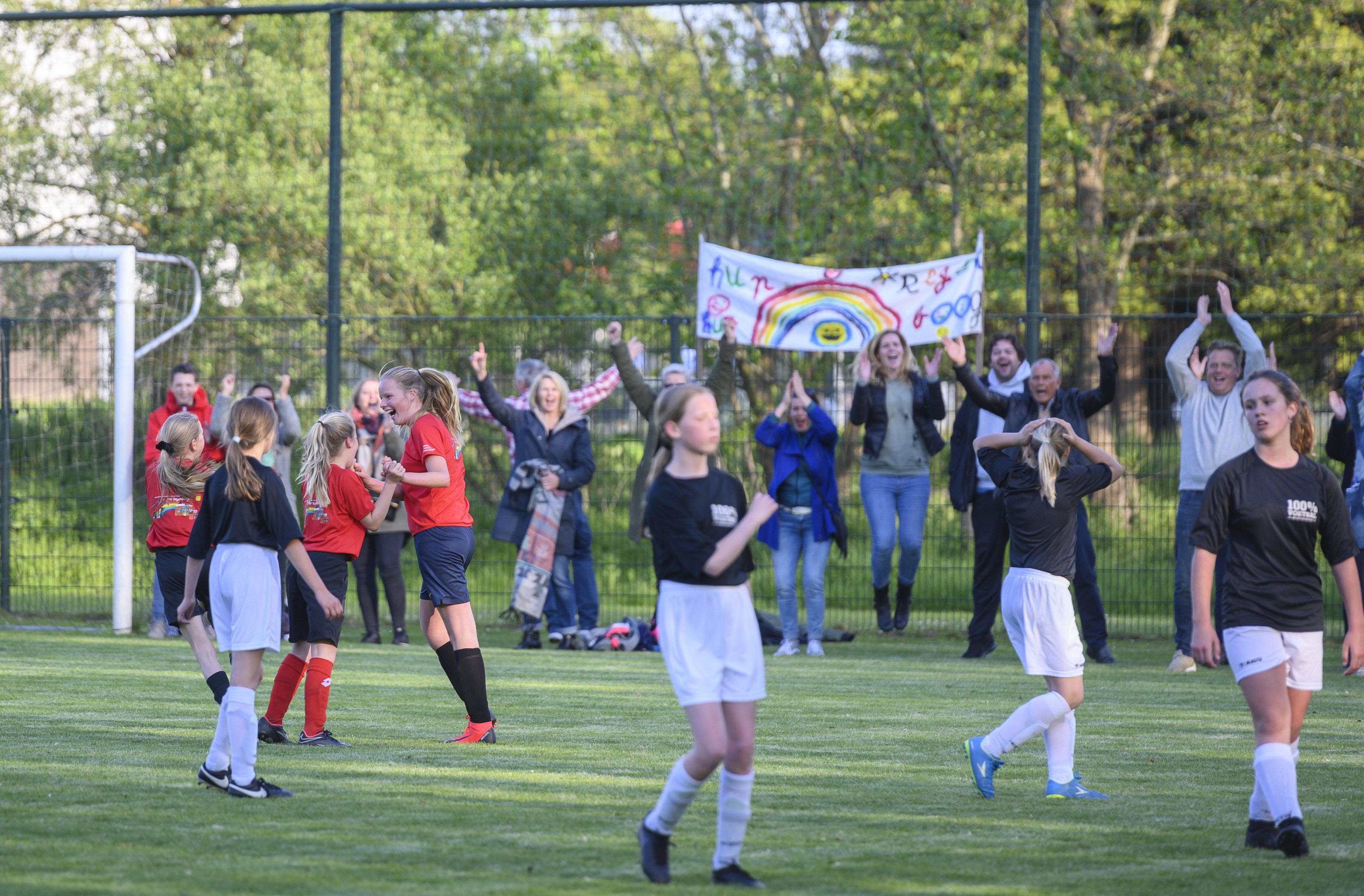 Finales schoolvoetbal: Kroosduiker en Meander winnaars in Zaanstad