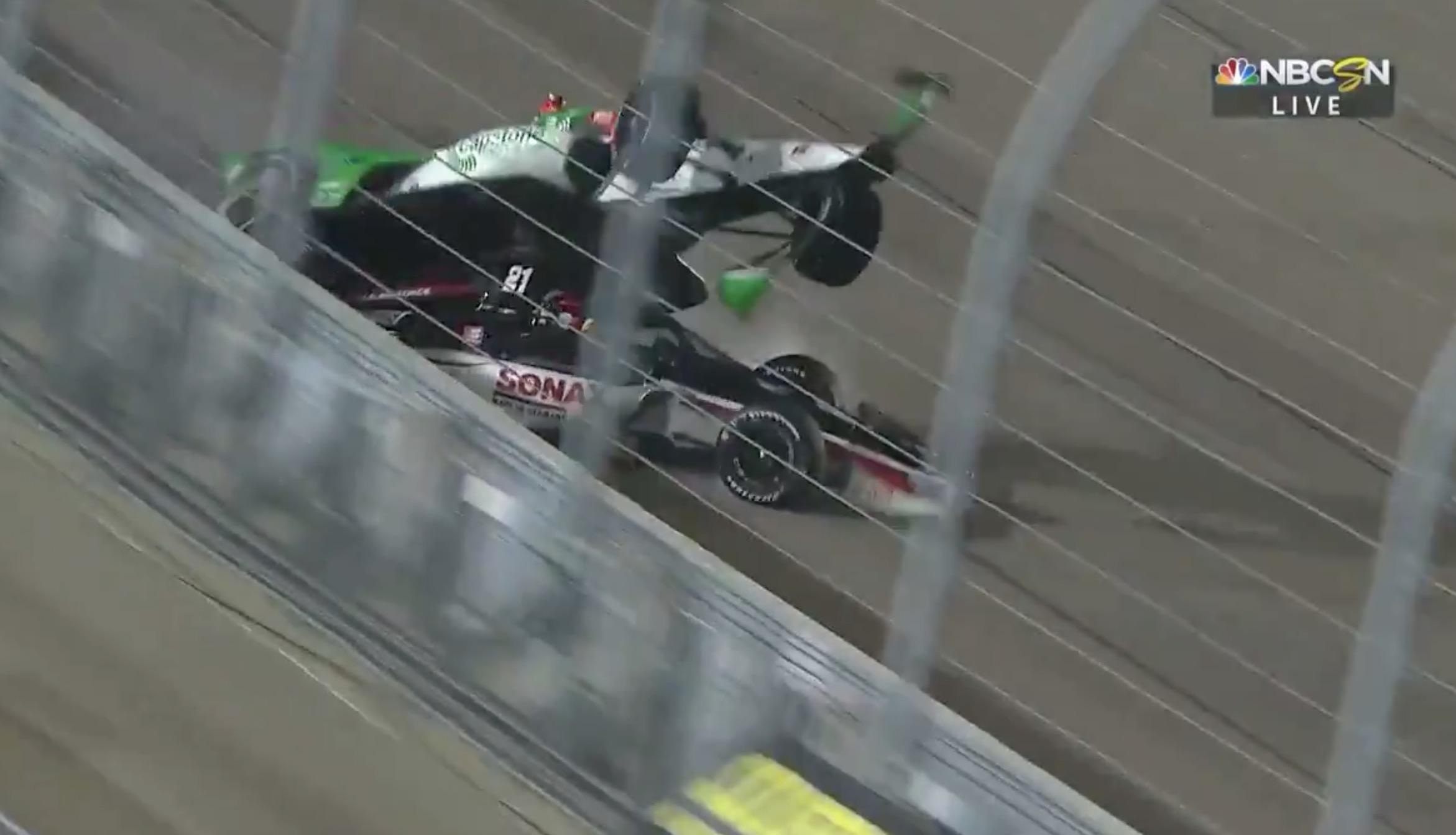 Rinus van Kalmthout in orde na heftige crash op oval IndyCar-race Iowa; coureur was op weg naar podium [video]
