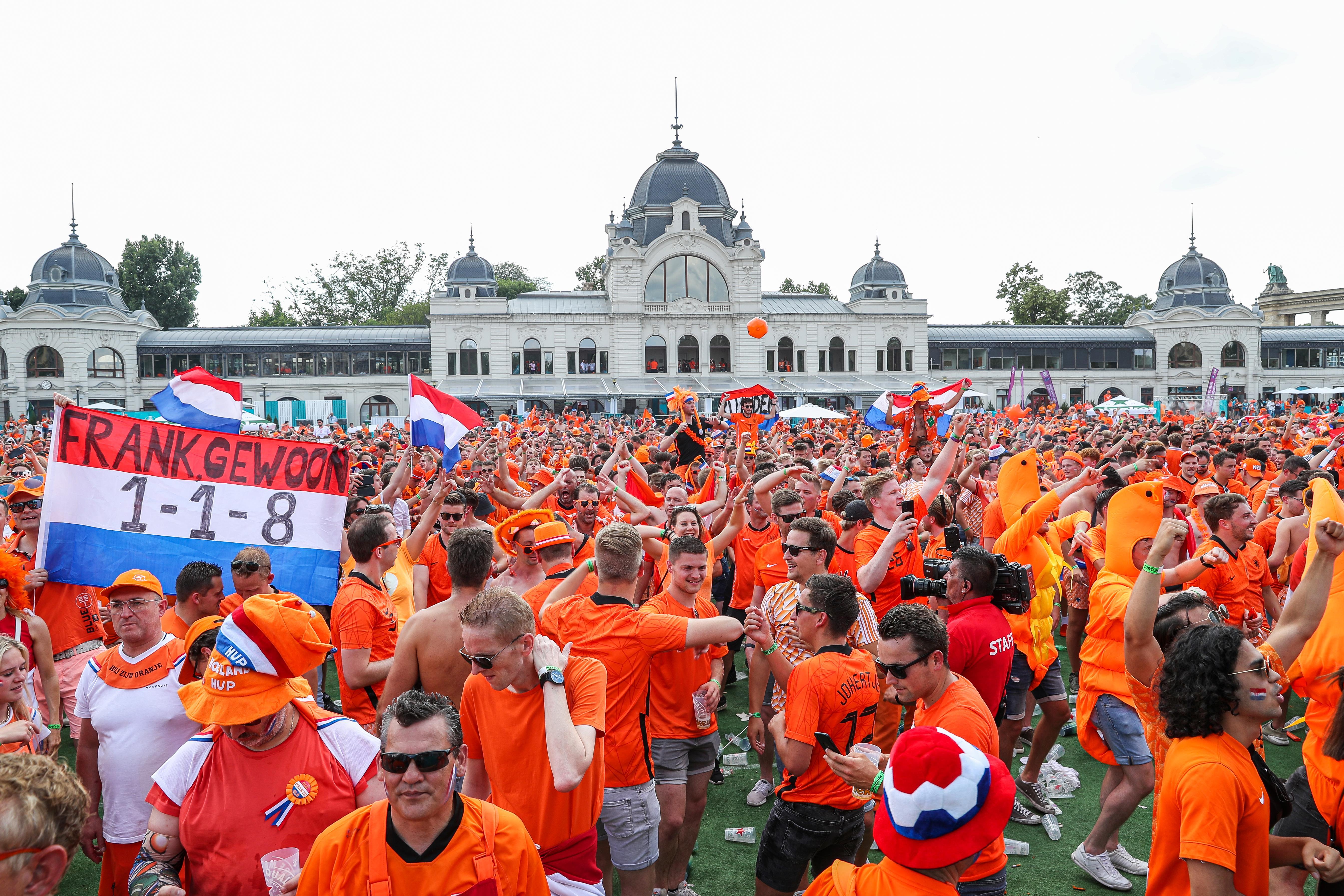 Voor de Oranjefans in Boedapest is het EK nu echt begonnen