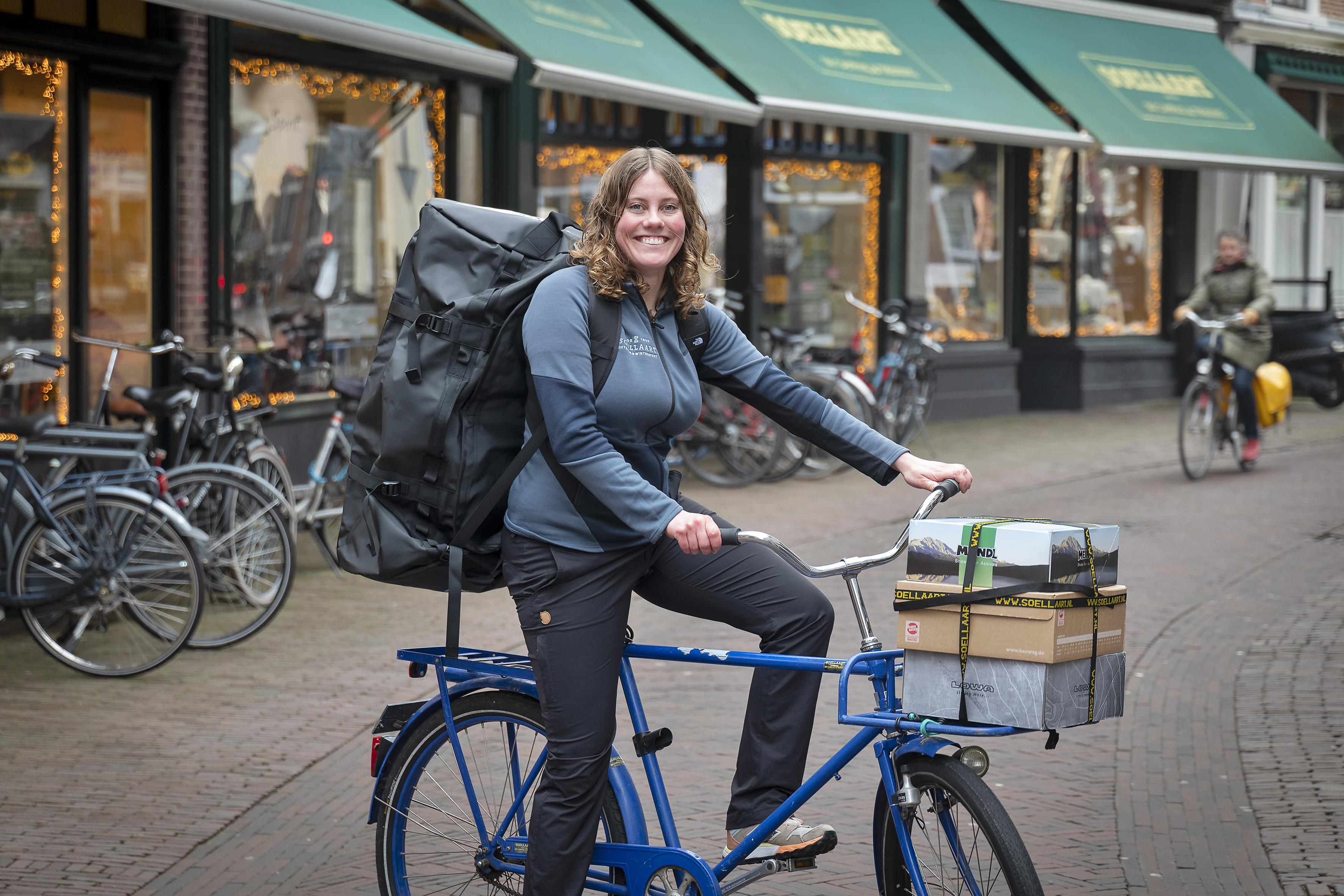 Medewerkers Haarlemse buitensportwinkel Soellaart helpen klanten thuis. 'Naar de mensen toegaan mag wel'