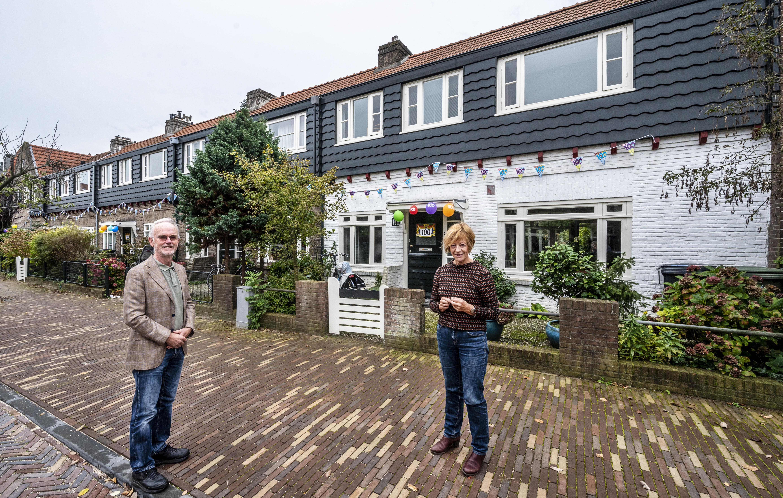 Vijf huizen aan de Julianastraat in Haarlem bestaan honderd jaar. Reden voor een buurtfeestje, coronaproof