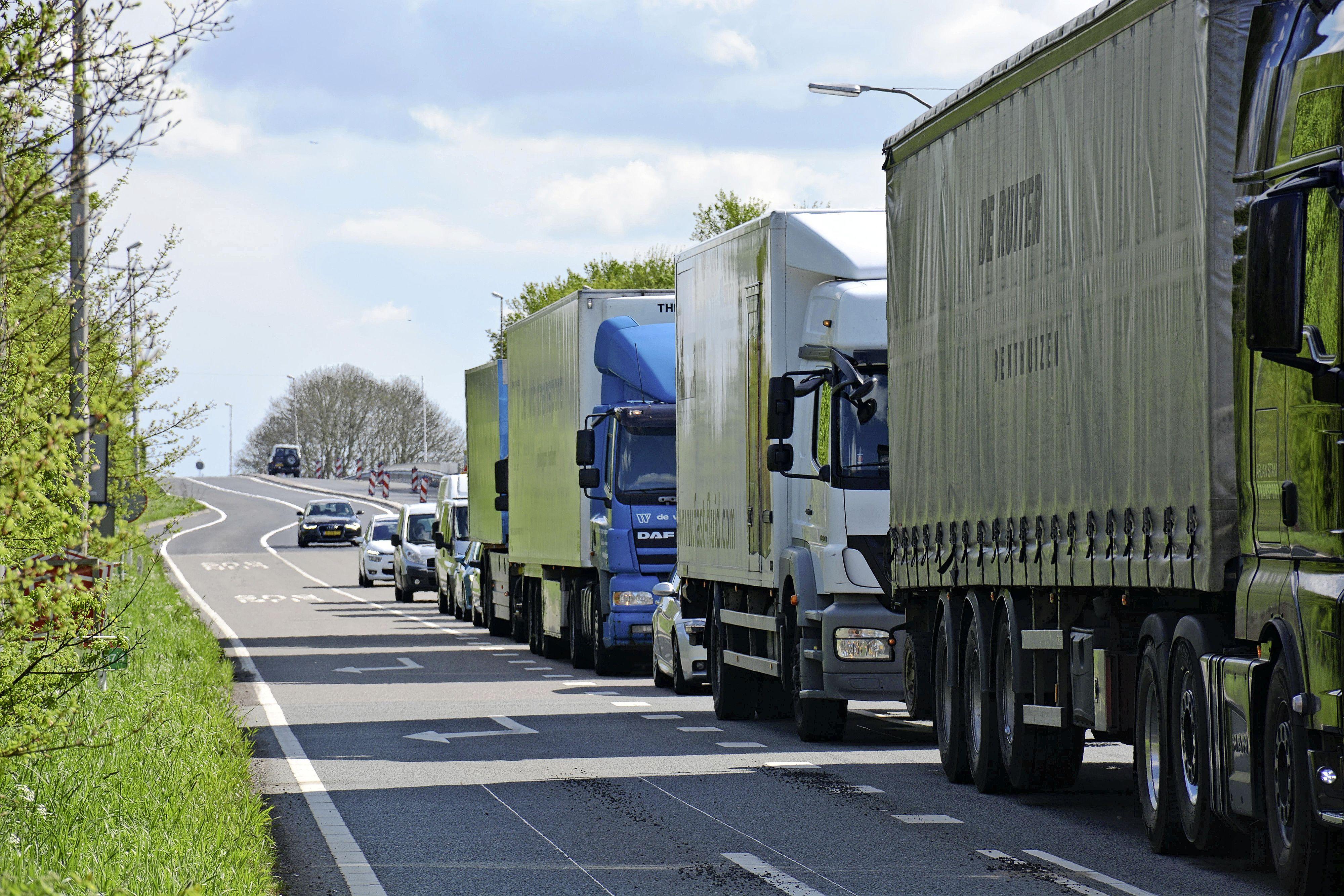 Landbouwverkeer mag over busbaan naast de N207 bij Leimuiden, buiten de spits en voor een paar maanden