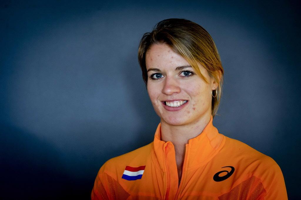 Dafne Schippers van start op 100 meter bij Gouden Spike Leiden [video]