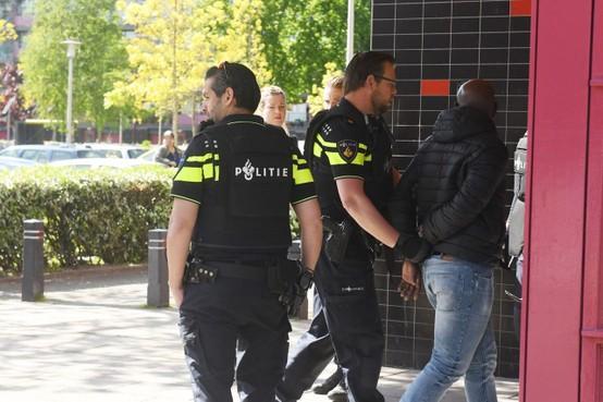 Opgepakte man in flat bij Leiderdorp weer op vrije voeten; politie kwam af op melding van bedreiging met wapen