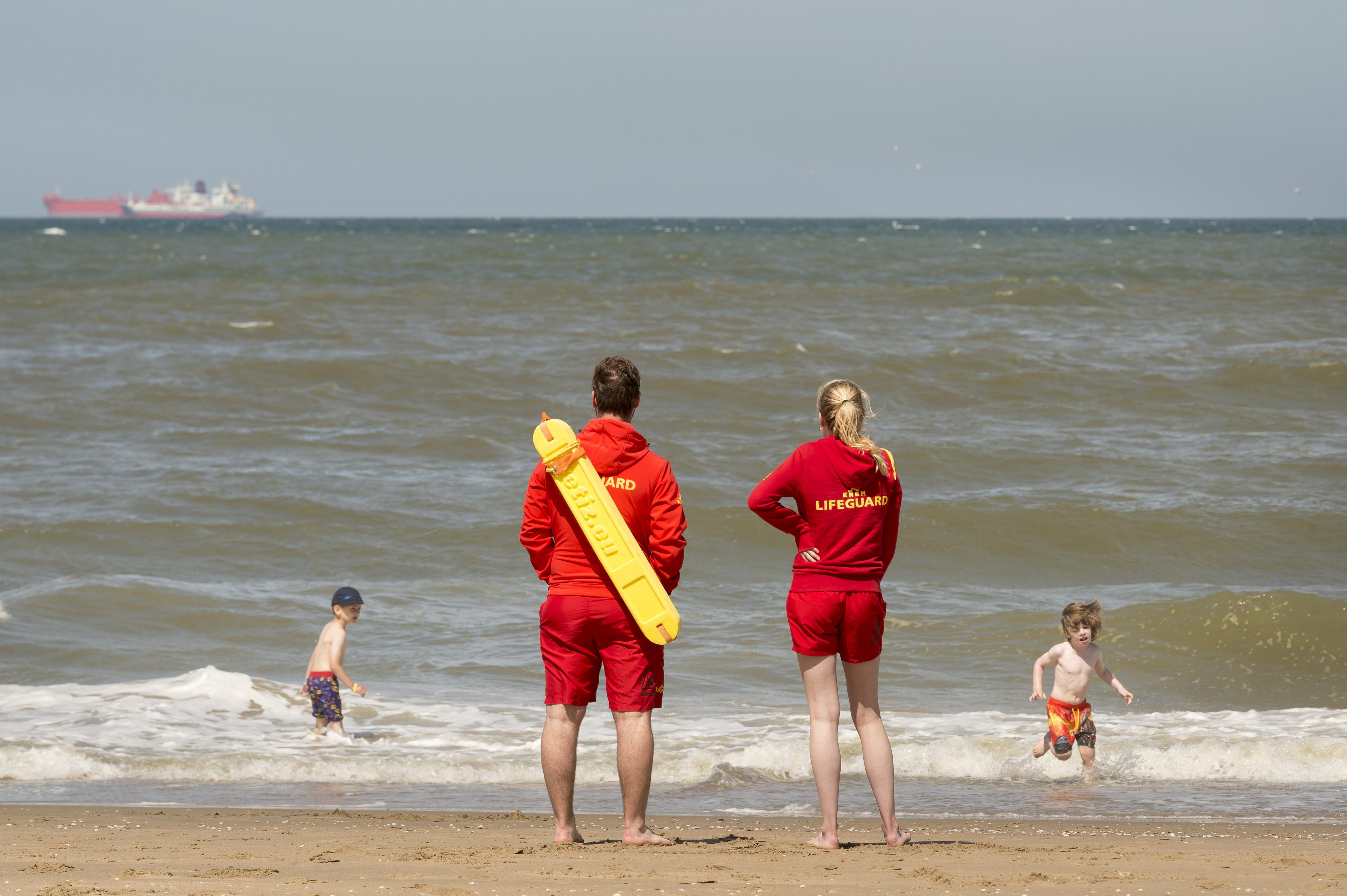 Bijstand voor leden Wassenaarse reddingsbrigade na verdrinkingsdrama