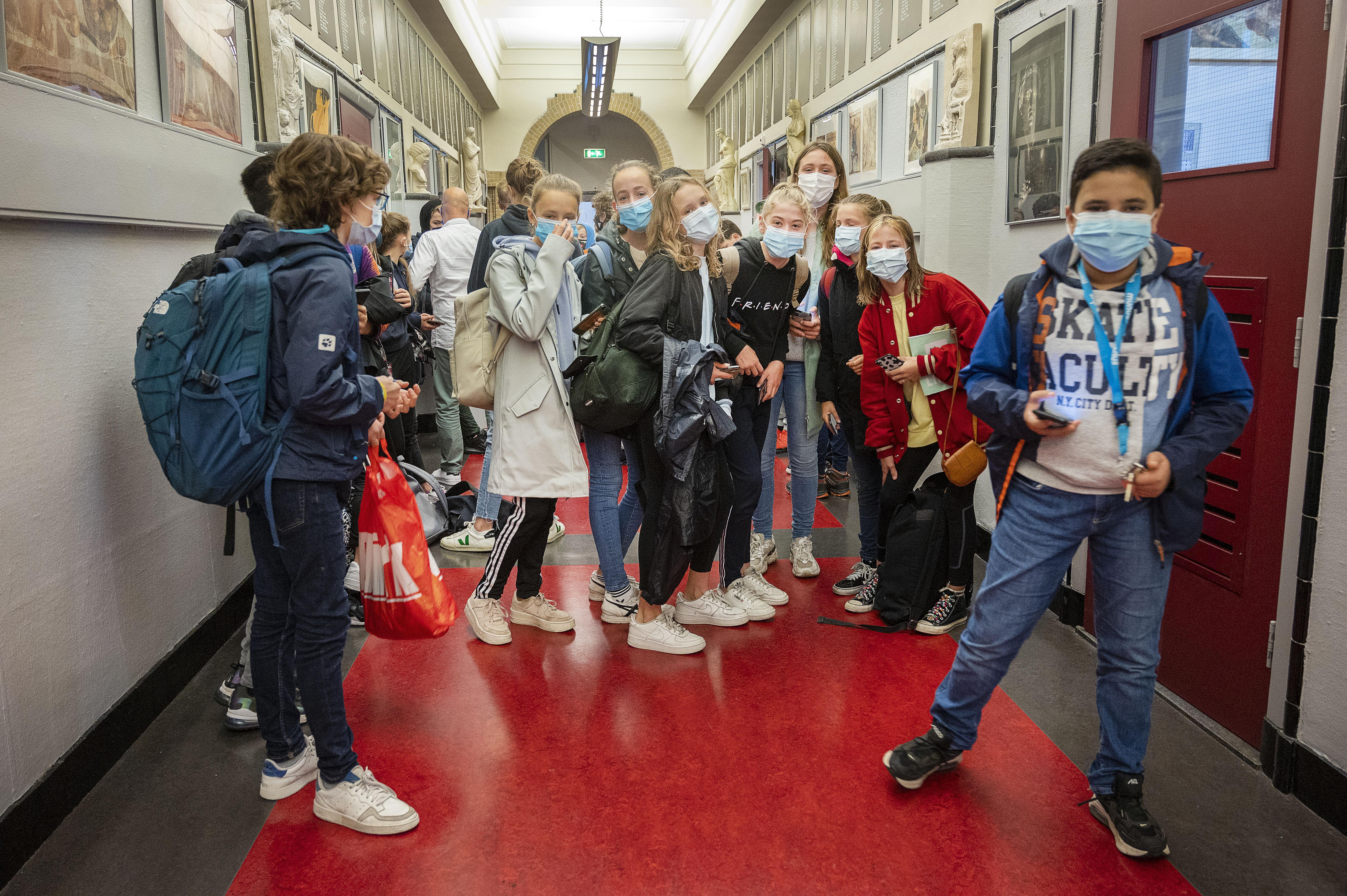 Rechtbank wil niks weten van verbod op mondkapjes in scholen, zoals ouders hadden geëist