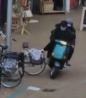 Gewelddadige overval op Katwijkse juwelier op beeld, daders met getrokken pistool in winkelstraat [video]