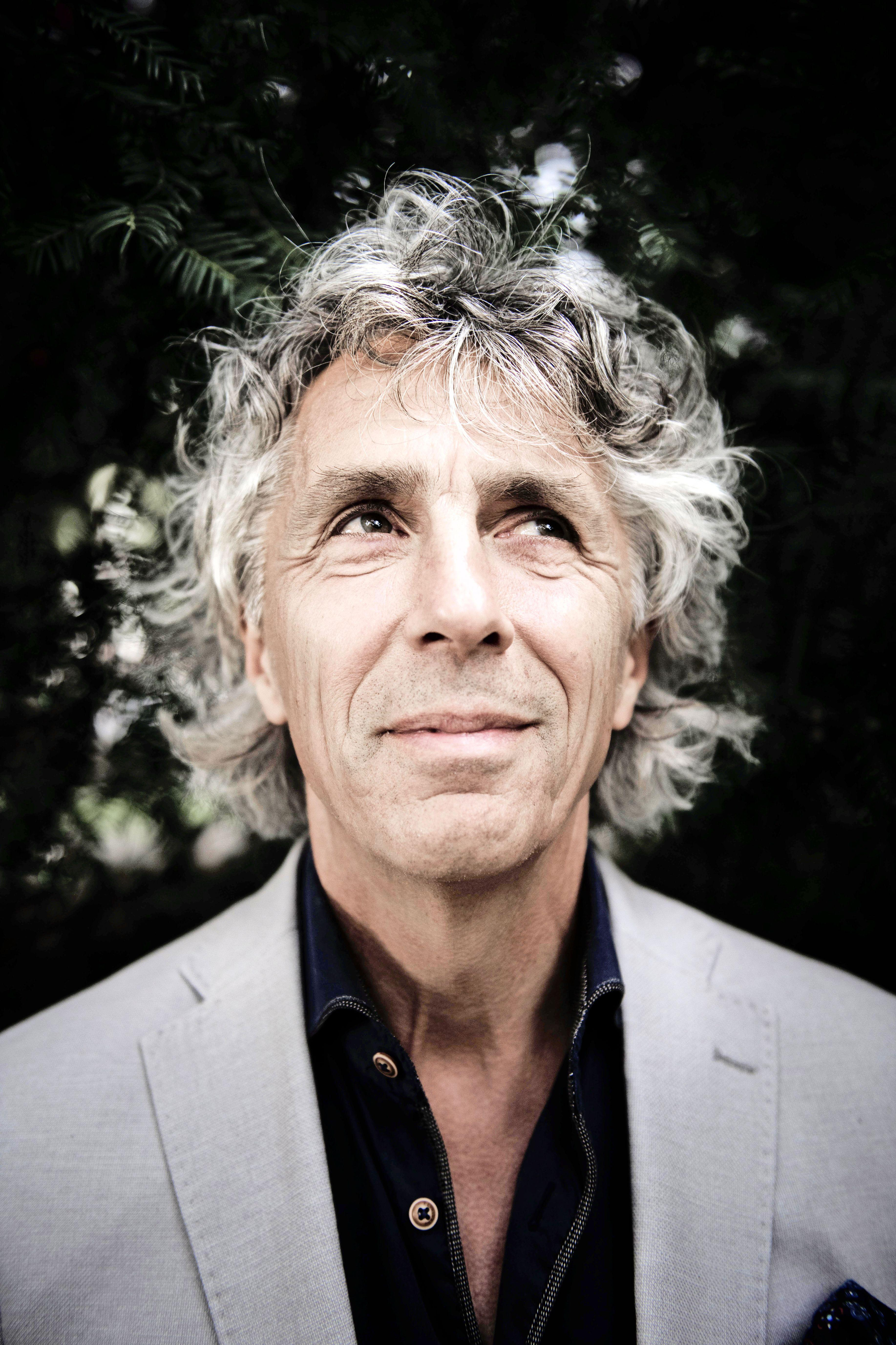 Hoogleraar pleit in Uitgeest voor intensievere burgerparticipatie; Pim Fortuyn heeft Nederland 'wakker gekust'