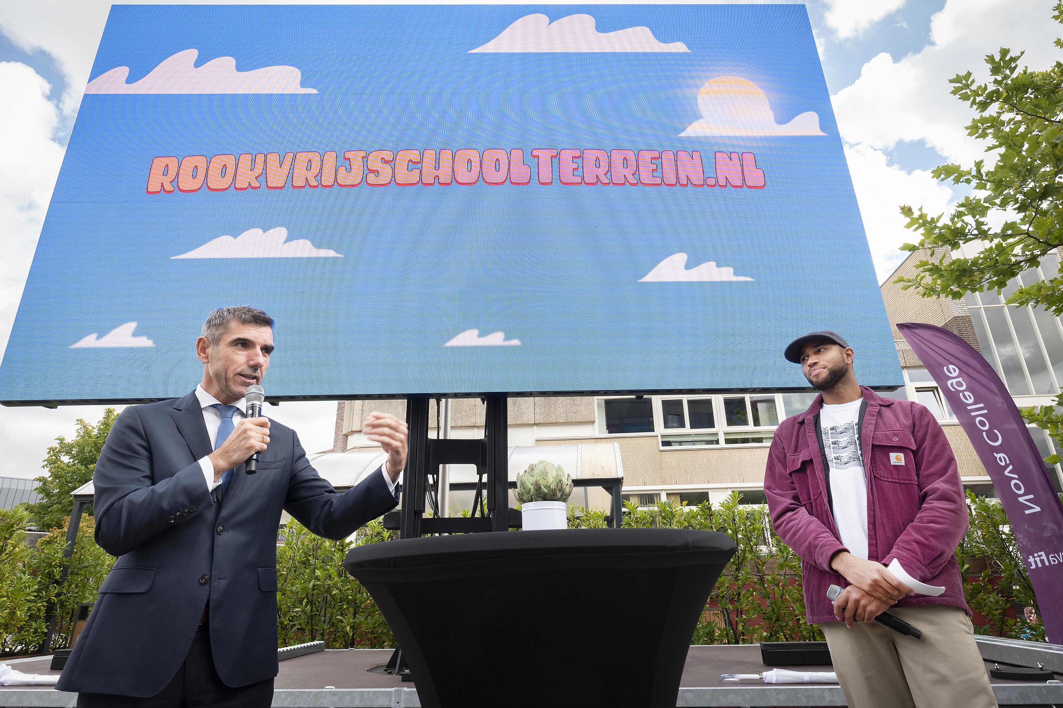 Nog lang niet alle schoolterreinen zijn rookvrij, maar de staatssecretaris toont begrip: 'We gaan niet snel inspecteurs sturen'