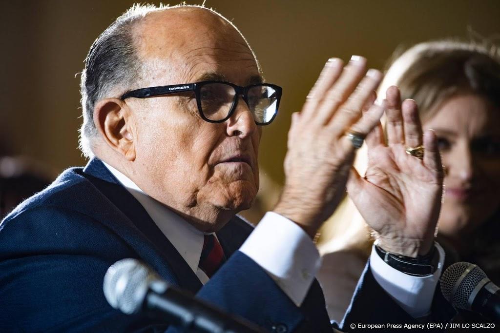 'Geen gratie Trump voor vertrouwelingen Giuliani en Bannon'