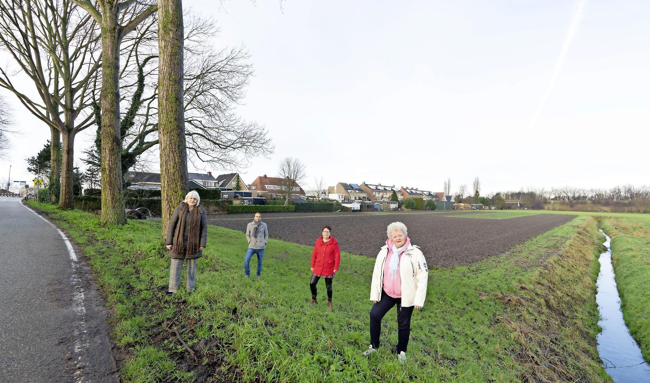 Bewoners Haarlemmermeers dorp Buitenkaag zien brug naar Kaageiland als oplossing van hun parkeerprobleem: 'Botenbouwer Royal Van Lent is hier steeds meer publieke ruimte gaan claimen'
