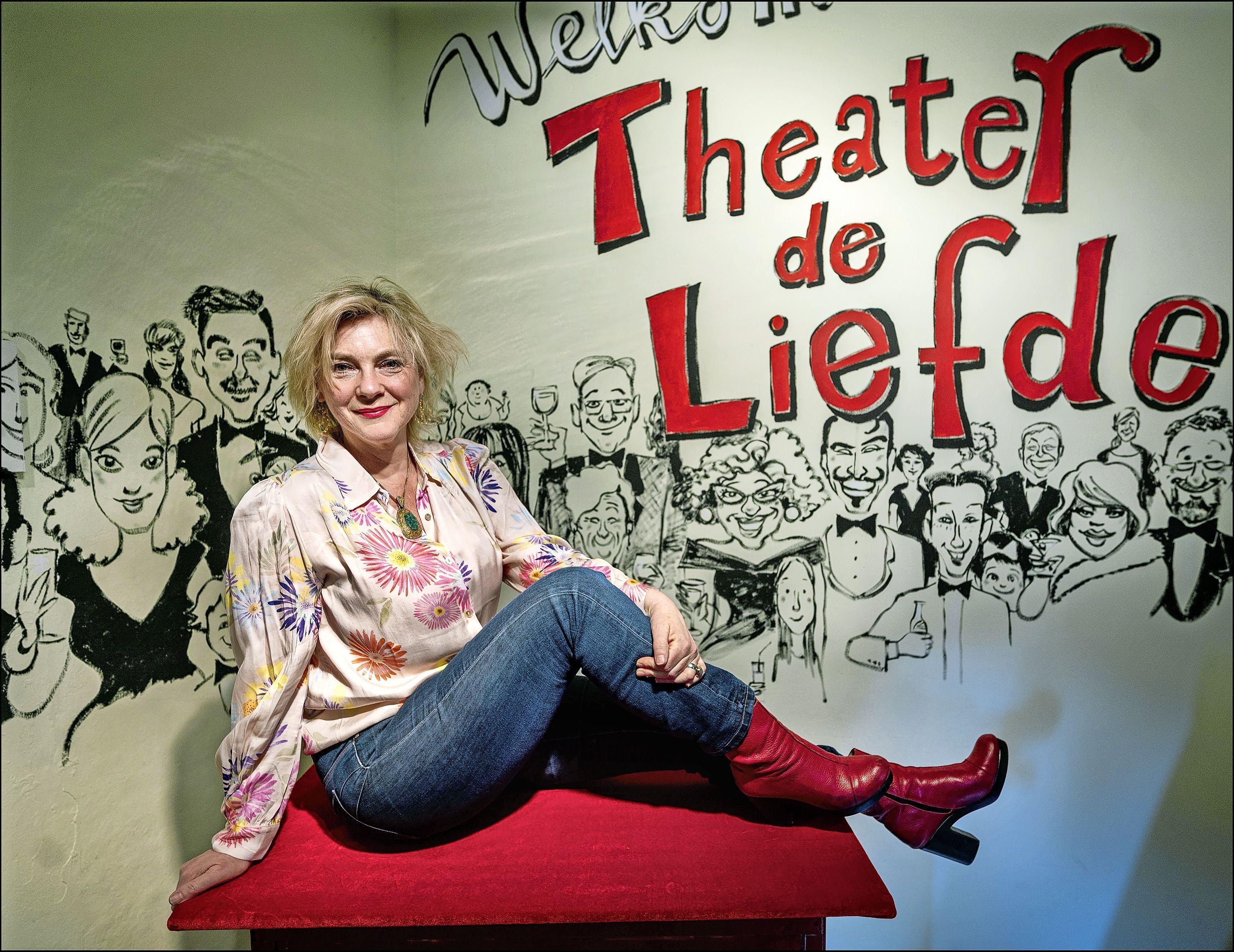 Theater De Liefde gaat eindelijk van start en met een beetje geluk staat Mylou Frencken achter de bar