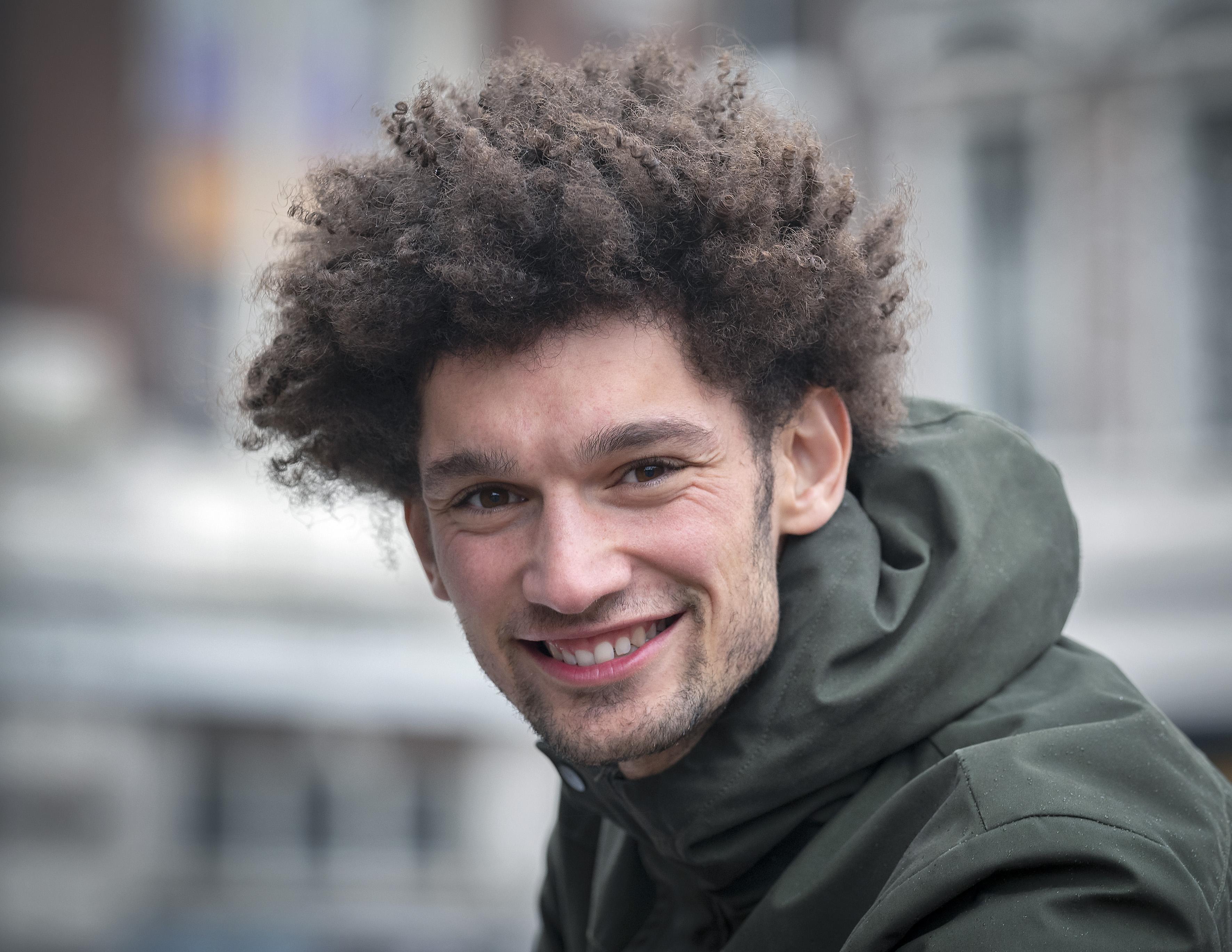 'Als ik nog langer zou worden, heeft dat voor de motoriek consequenties die niet altijd prettig zijn', zegt basketballer Amauri de Best (Onze Gezellen)