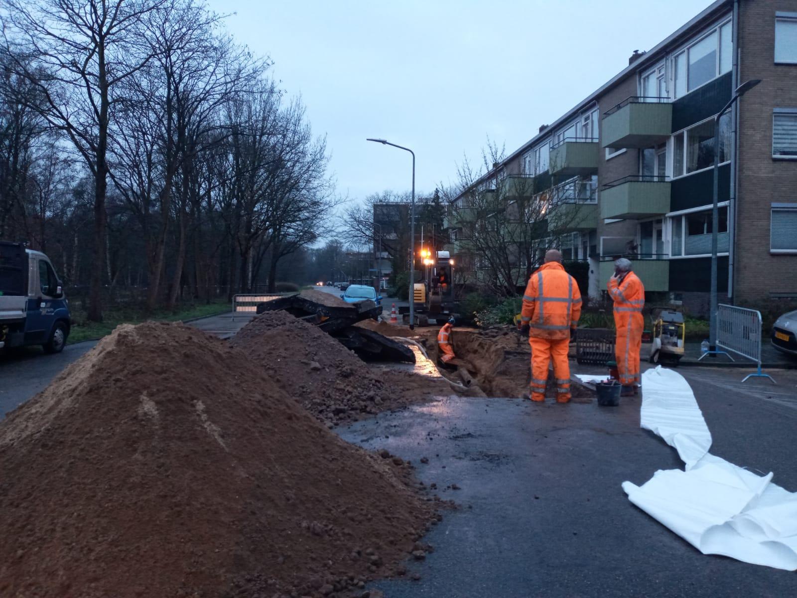 130 Hilversumse huizen zonder water na leidingbreuk, ook problemen in Eemnes