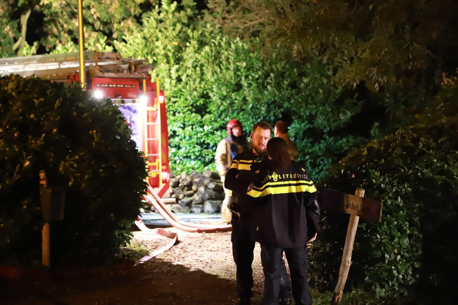 Drie personen naar ziekenhuis na woningbrand in Muiderberg