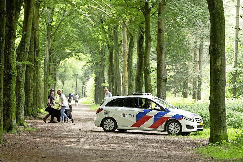 Dader straatroof aangehouden in Baarnse Bos, twee anderen nog zoek