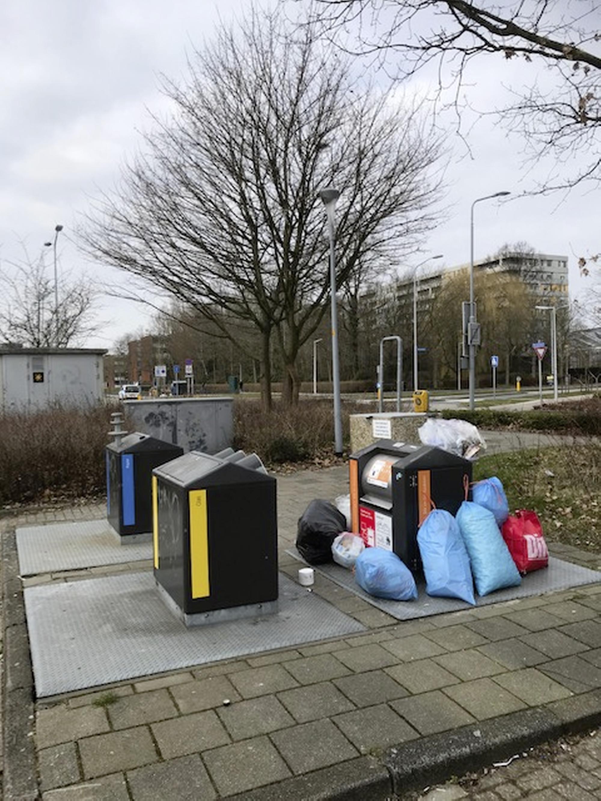'Dan moet ik het weer mee naar huis nemen'. Ergernis over volle afvalcontainers in Haarlemmermeer