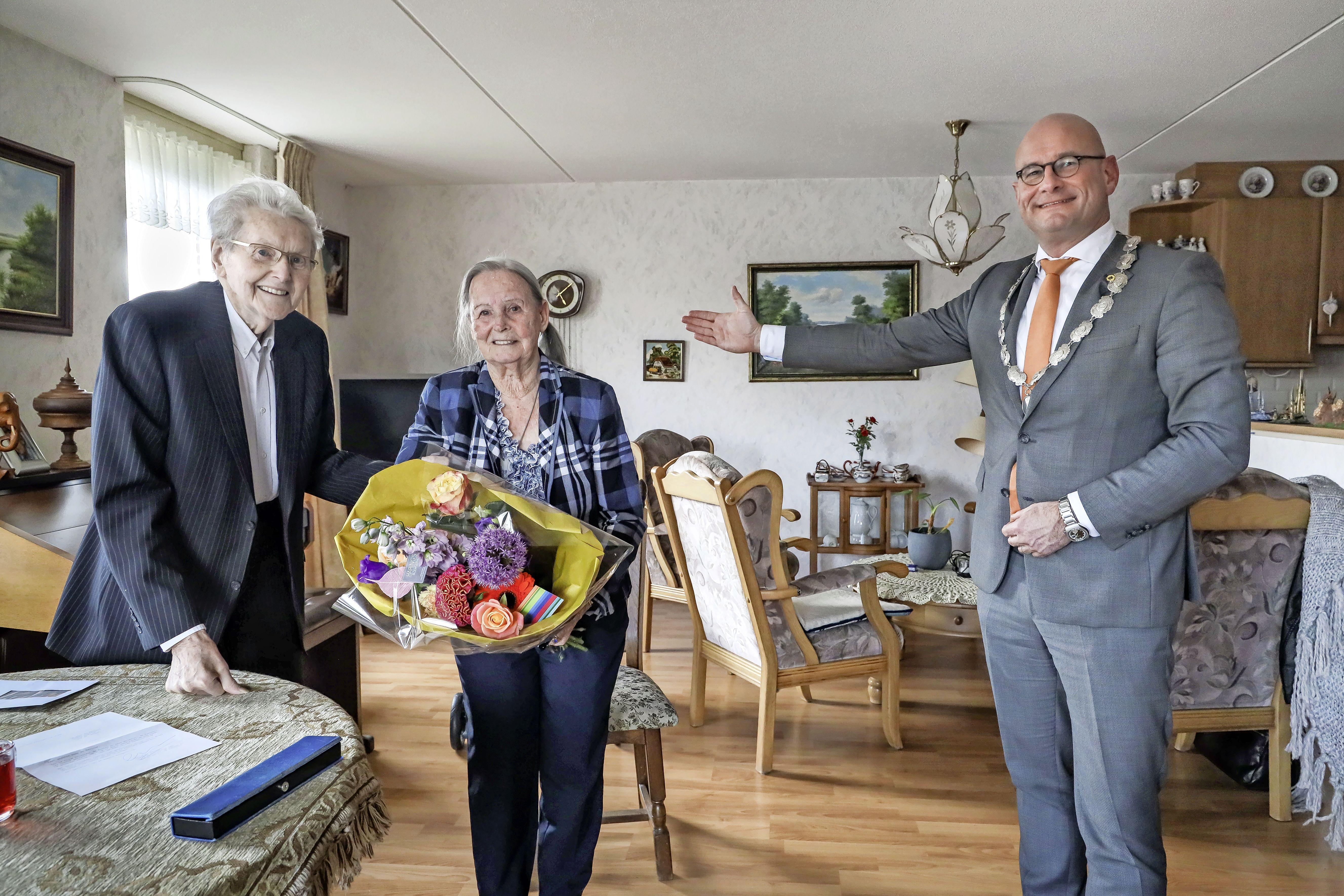 Annie en Teun hebben in 73 jaar zo'n beetje alles in het leven samen gedaan: werken, reizen, wandelen, fietsen en schaatsen. En nu? 'Mooi uitsudderen'