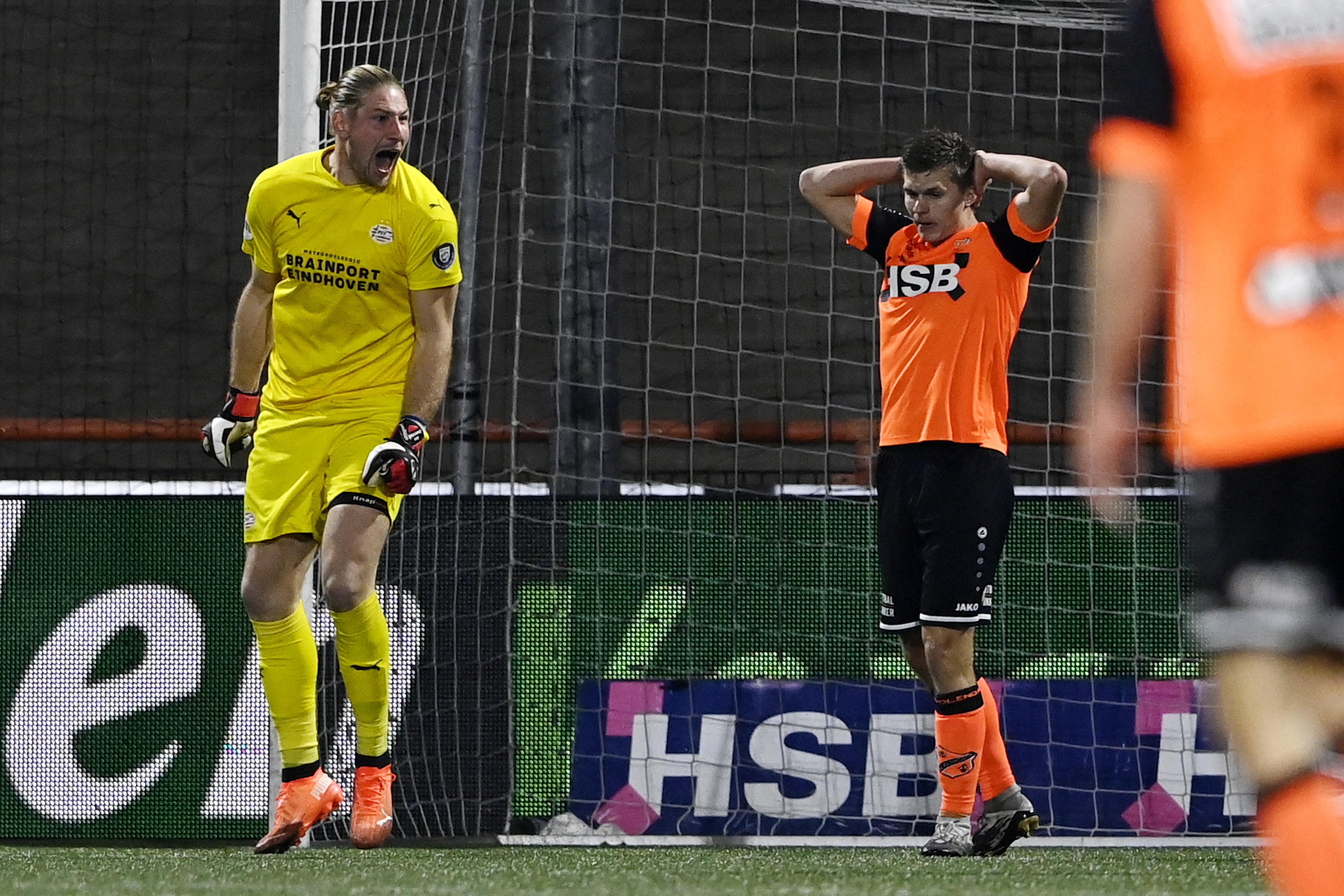 Complimenten, maar geen punten voor FC Volendam. Alex Plat: 'Trots dat we zo goed gespeeld hebben tegen PSV'