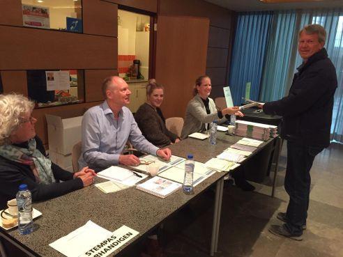 Eerste uren redelijk druk op stembureaus in Venhuizen, Westwoud en Hoogkarspel [video]