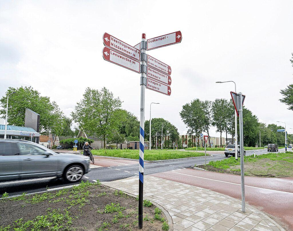 De Provincie vond verkeerslichten niet nodig, maar na vier ongelukken pakt Langedijk zelf de onheilsplek aan bij het nieuwe verkeersplein