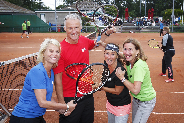 Toernooi met padel en tennis als sportief alternatief dorpsfeest Santpoort