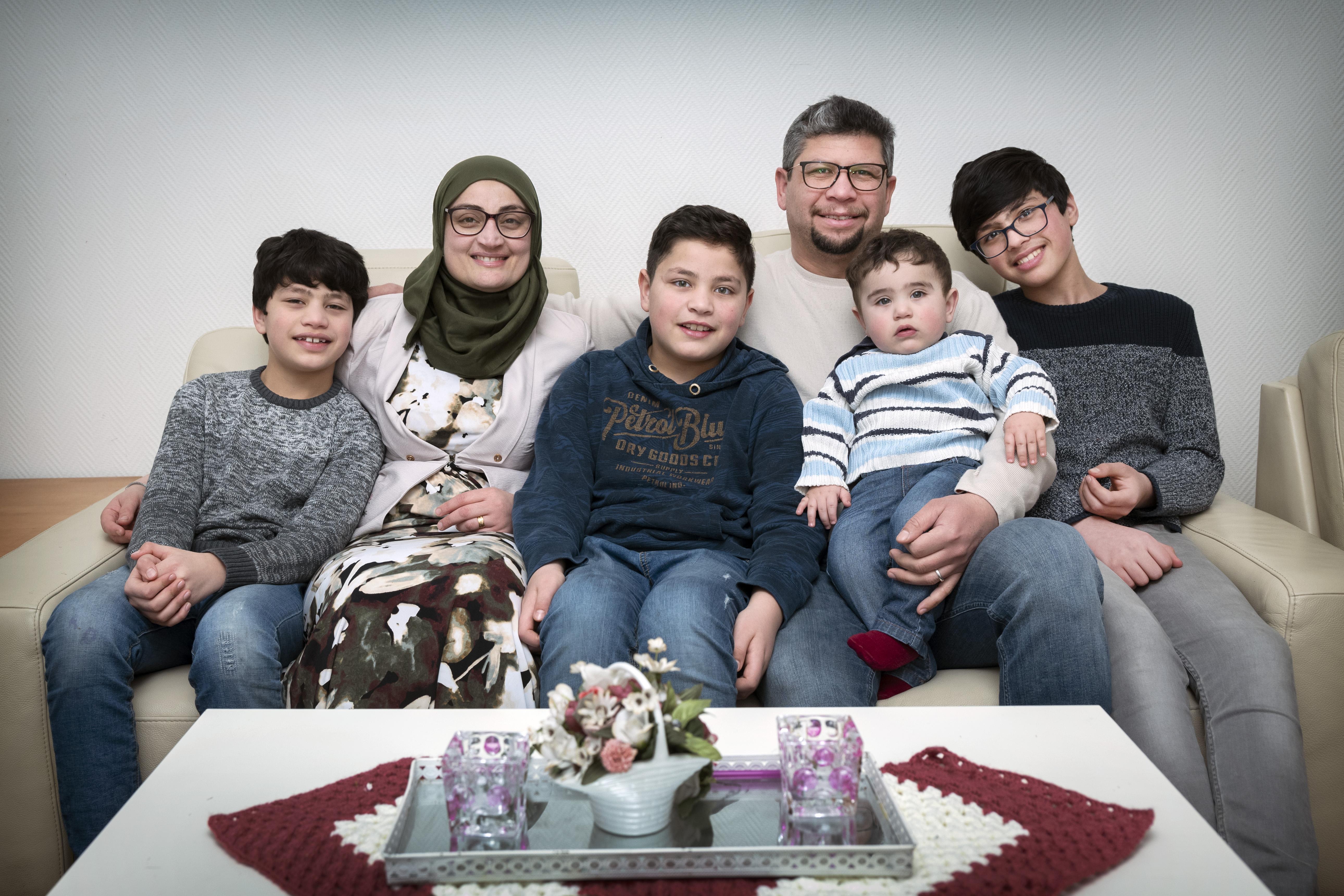 Familie Alamori ontvluchtte tien jaar geleden Syrië; 'Wij gaan anders met de coronamaatregelen om, we vergelijken het met de oorlog'