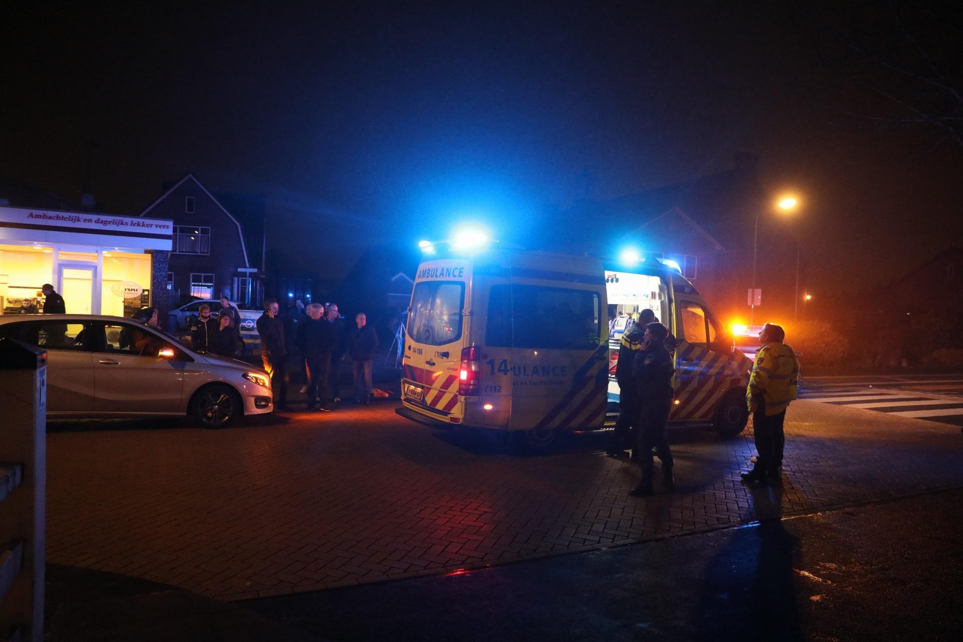 Fietser door auto geschept in Bunschoten-Spakenburg