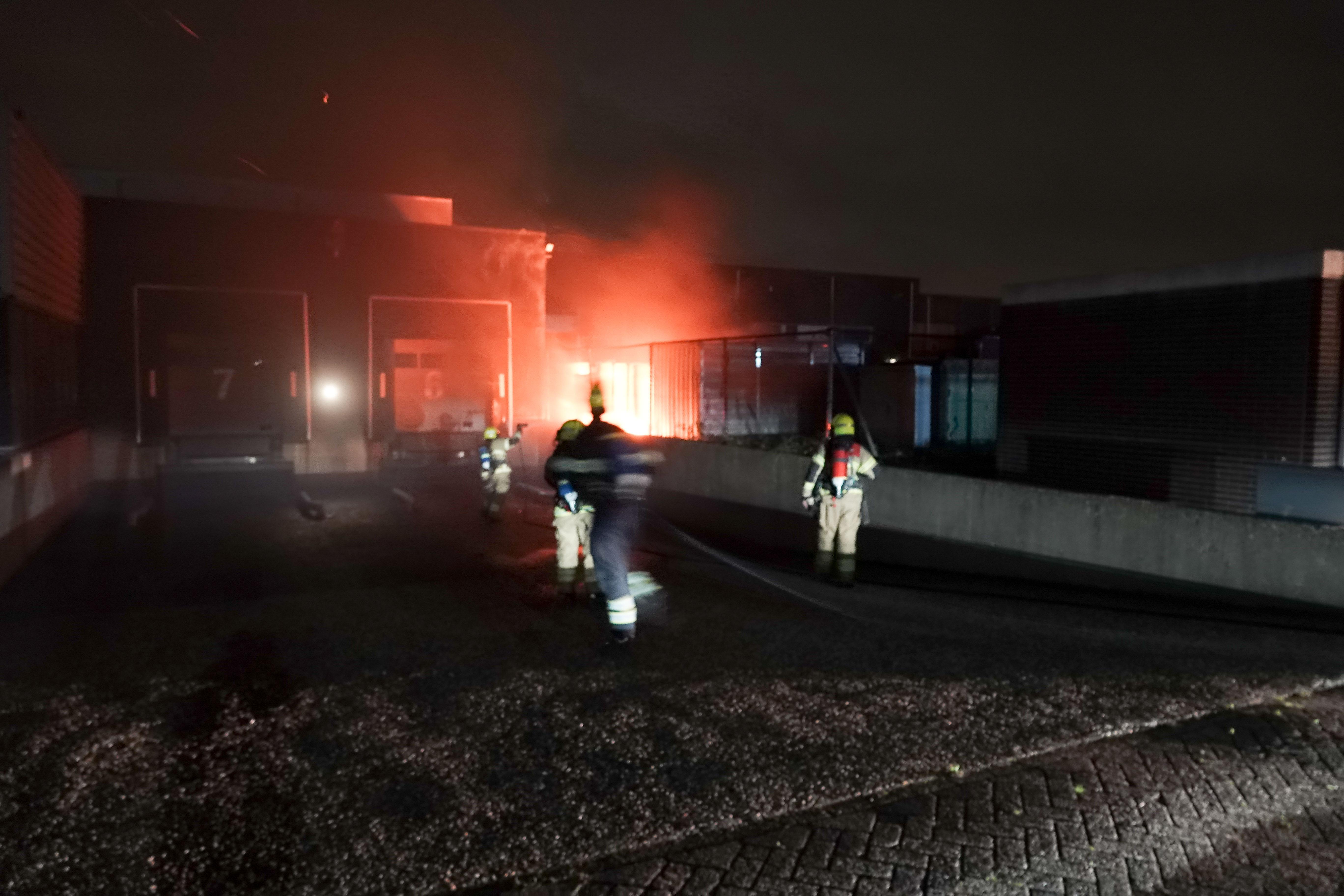 Buitenbrand op terrein van kunststofproductiebedrijf in Heerhugowaard op tijd door brandweer geblust