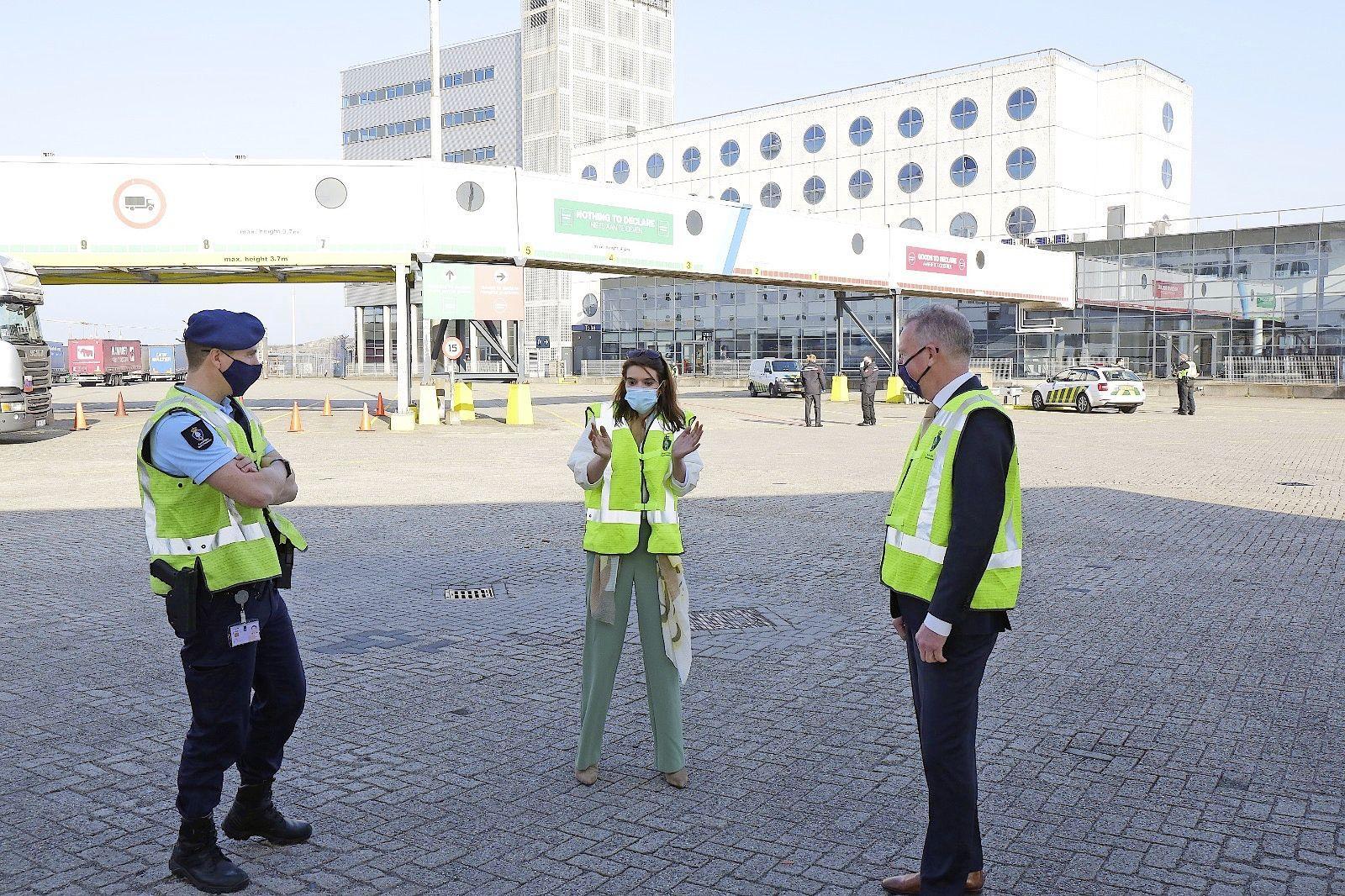 Velsense burgemeester Dales voorkomt gevreesd vertrek van politie én marechaussee uit IJmuiden: wakers krijgen gezamenlijk 'hoofdkwartier' aan Kanaalstraat