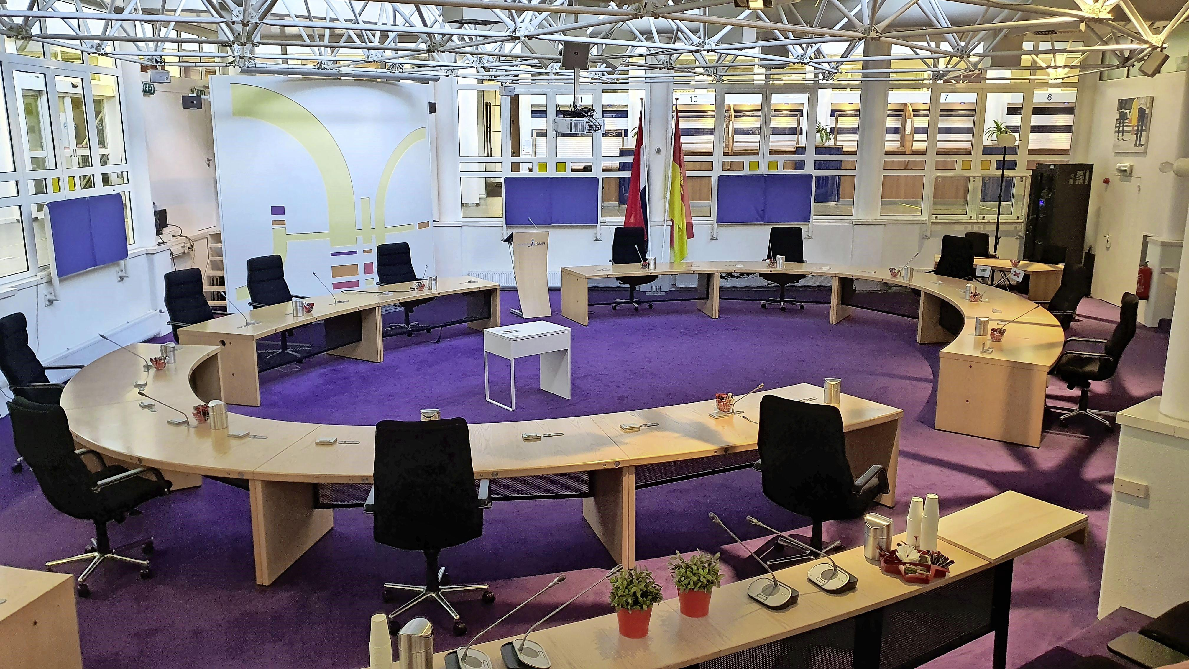 Burgemeester van Huizen geeft les in 'lokale politiek', 'ik kan het iedereen aanraden die enige politieke interesse heeft'