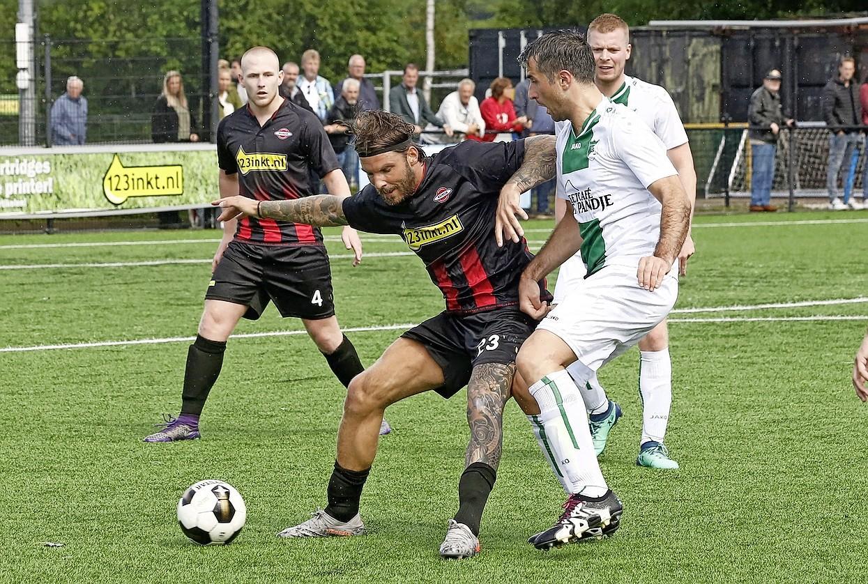 Hilversumse voetbalclubs slaan handen ineen en komen met onderlinge competitie als plan B: 'Dan spelen we gewoon om het Hilversums kampioenschap, ook mooi toch?'