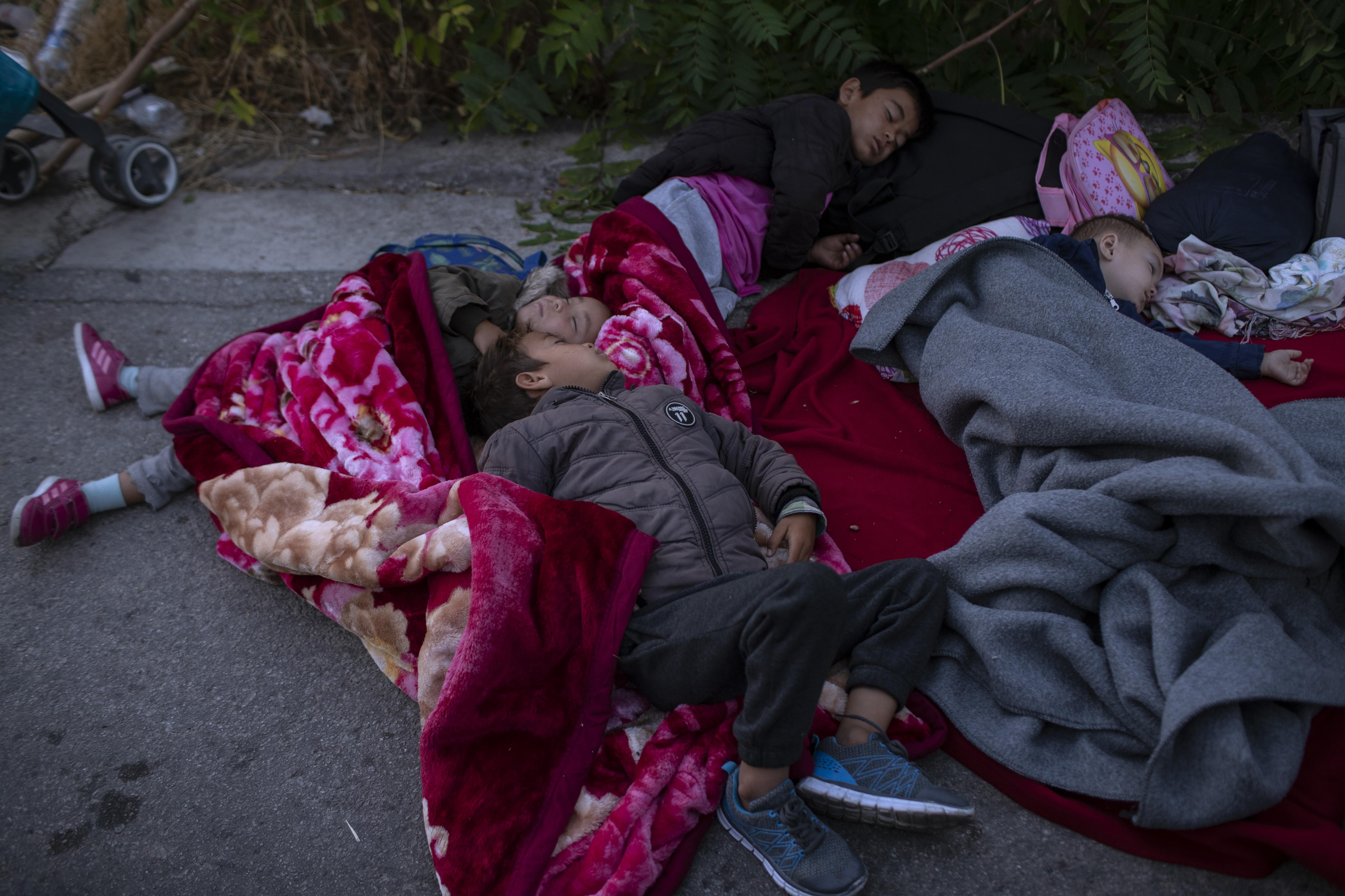 Woningcorporaties denken na over huisvesting en opvang van vluchtelingen uit Griekse opvangkampen, politiek wacht op verzoek uit Den Haag