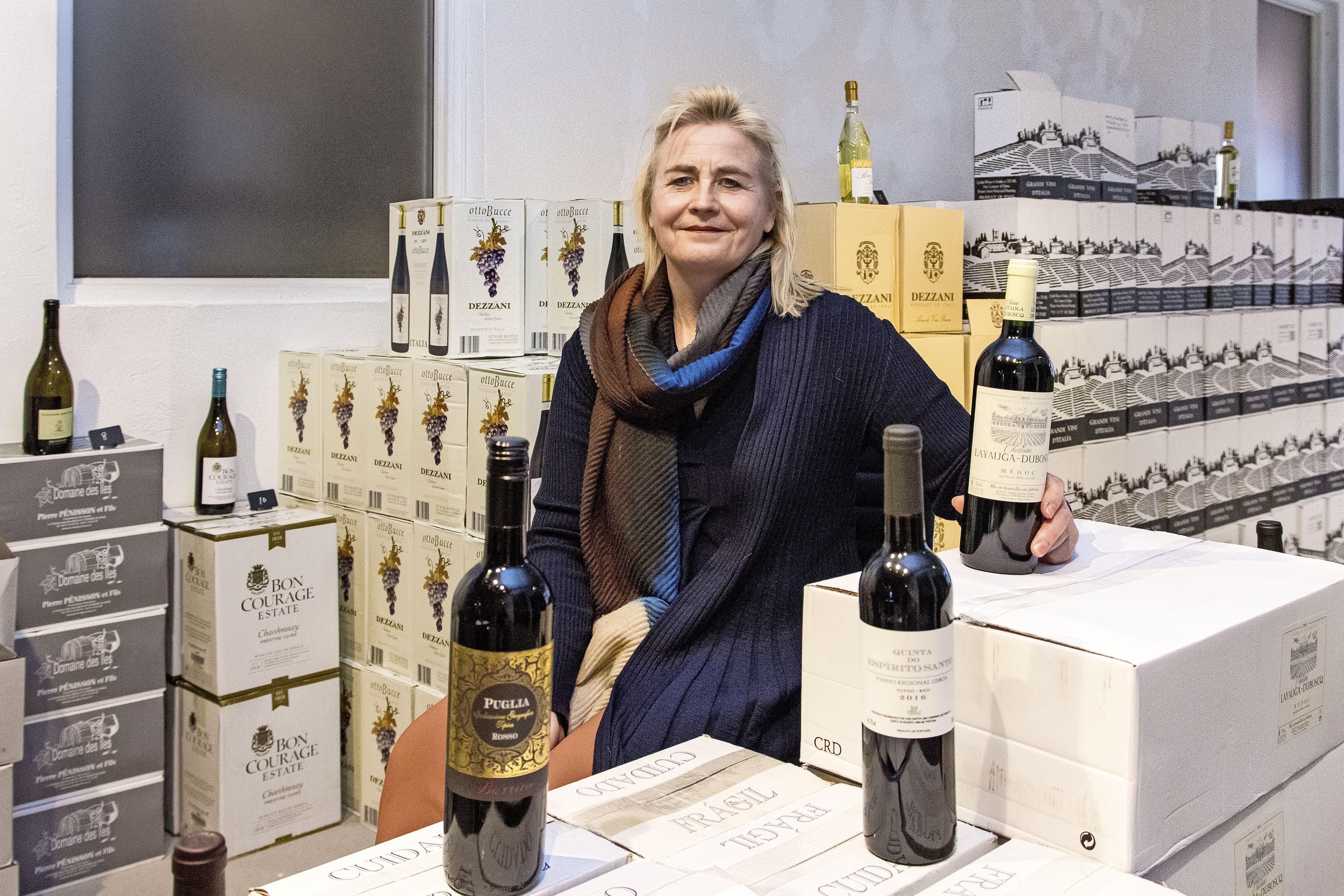 'Wijnechtpaar' opent wijnwinkel aan de Westzijde. 'Na Dry January koopt iedereen weer volop alcohol'