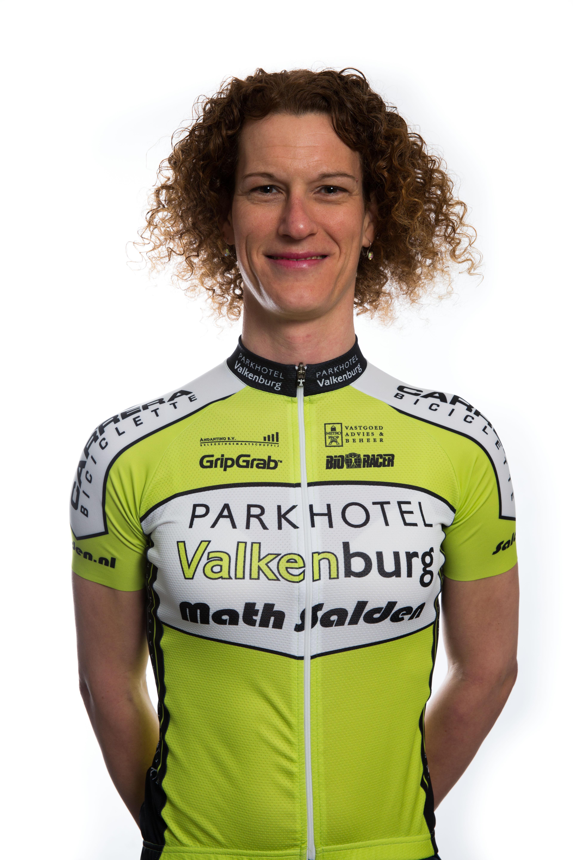 Natalie van Gogh uit Nieuw-Vennep wint NK strandracen
