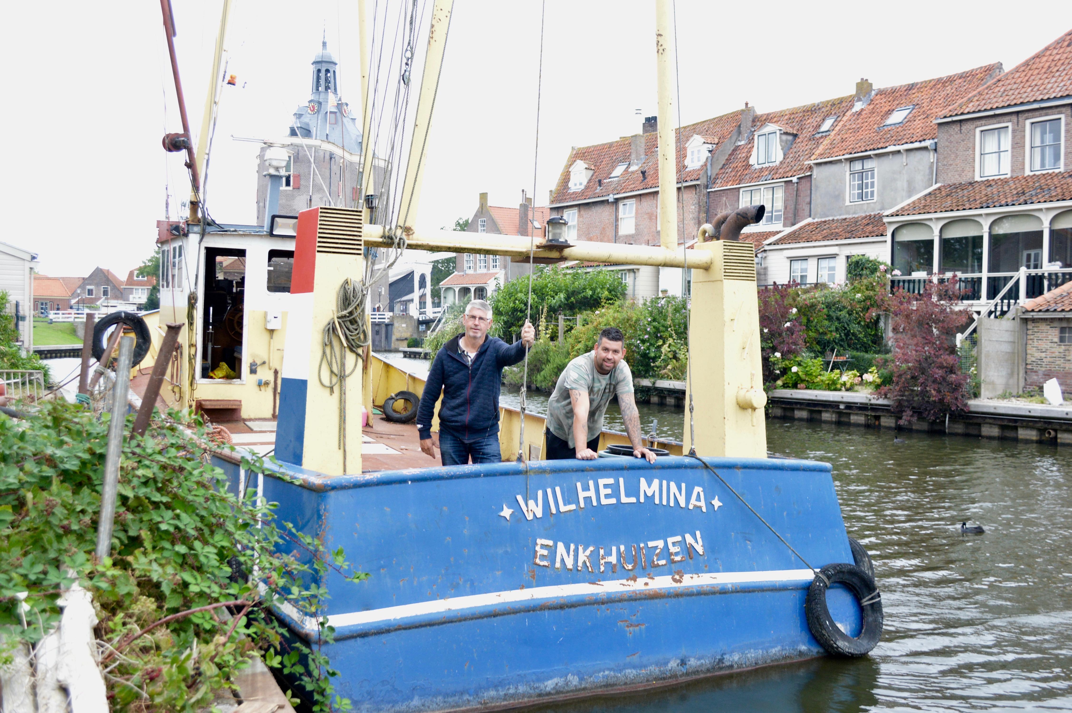 Enkhuizer vissers Gerrit en Corné Buis zeggen IJsselmeervisserij vaarwel en jagen nu op garnalen